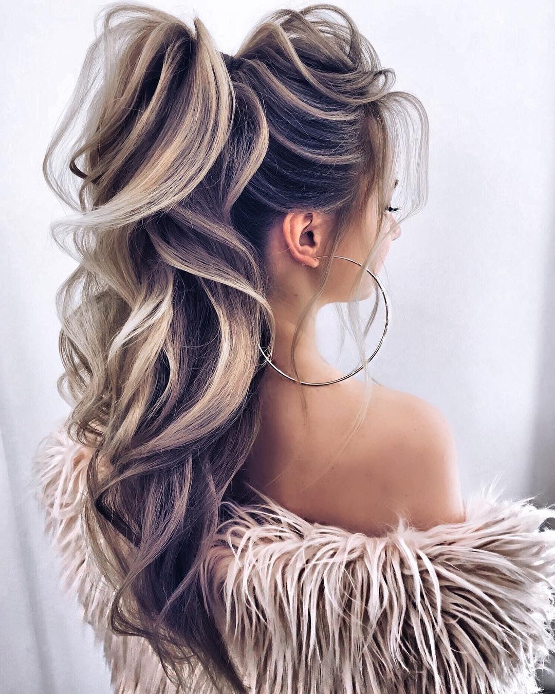 Вечірній пучок для довгого волосся