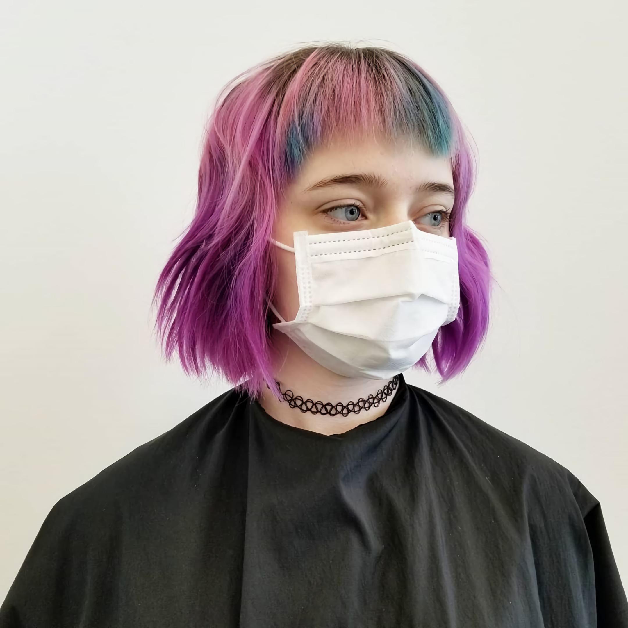 градуированный боб каре с челкой на цветные волосы
