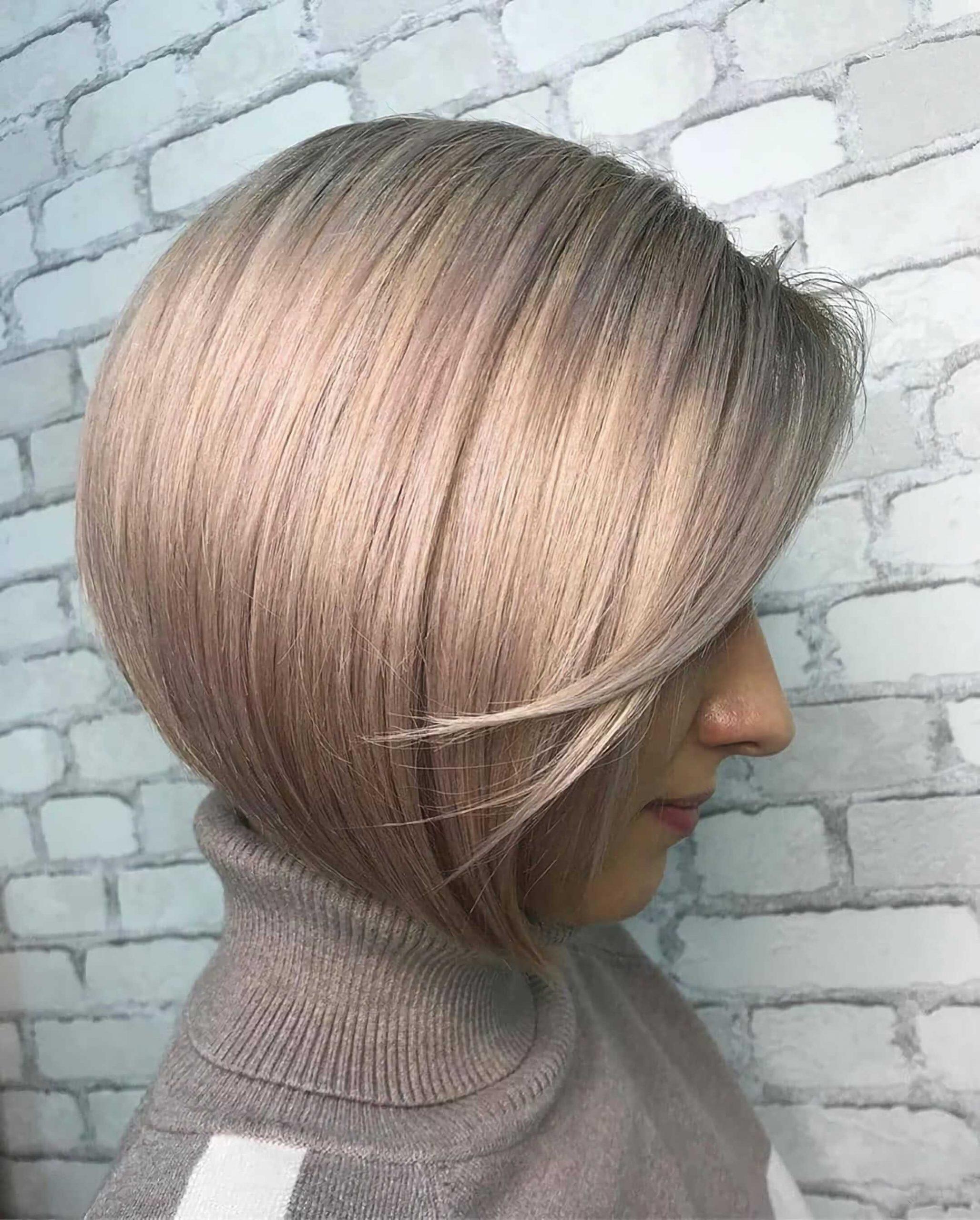 модный градуированный боб на короткие волосы