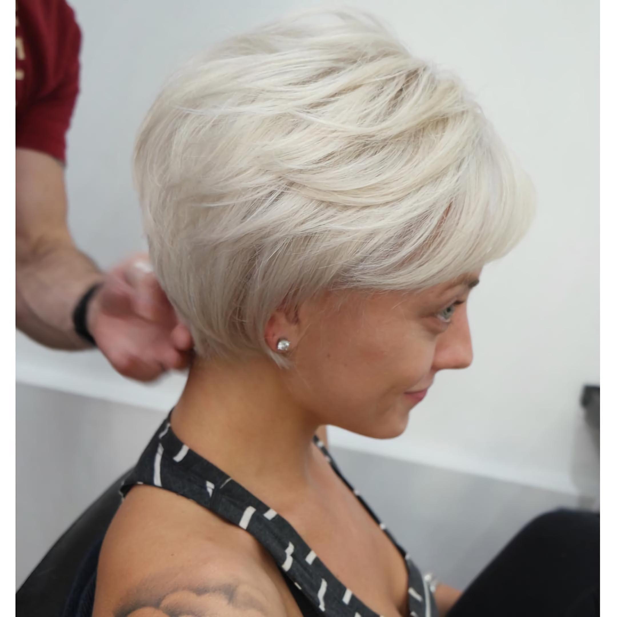 Белый пикси для тонких волос
