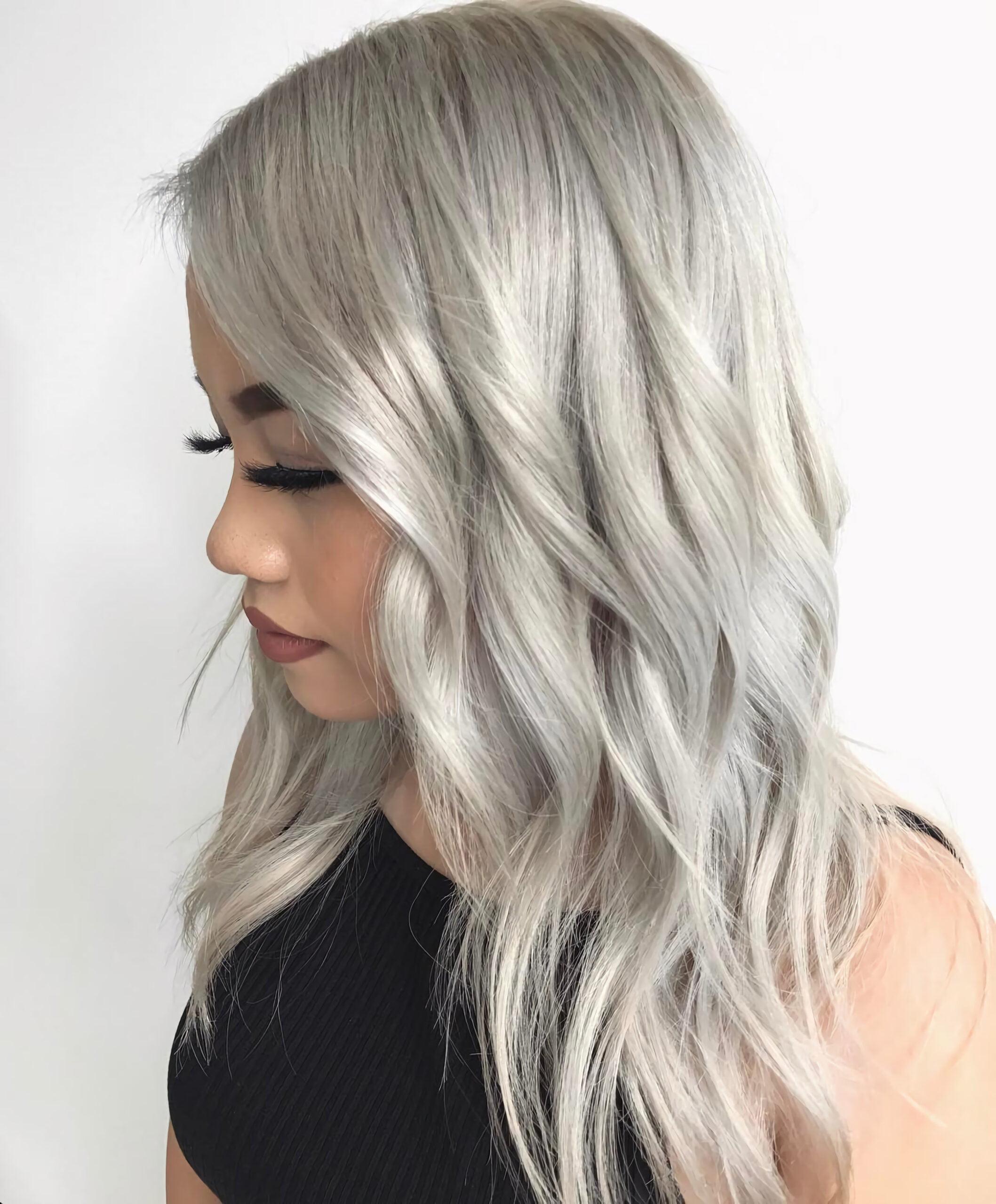 Длинные и легкие пепельные волосы