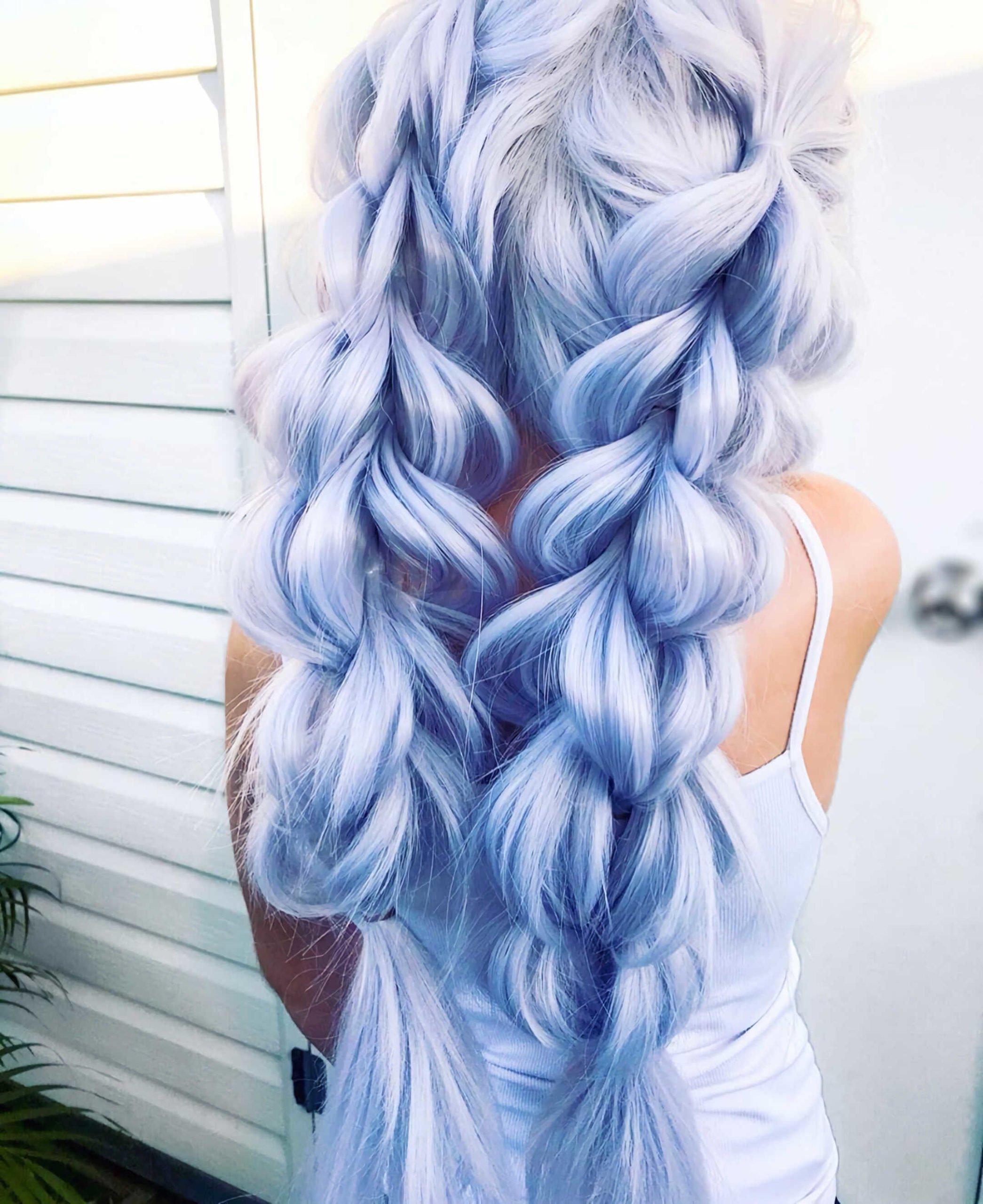 модная синяя вечерняя прическа с косами