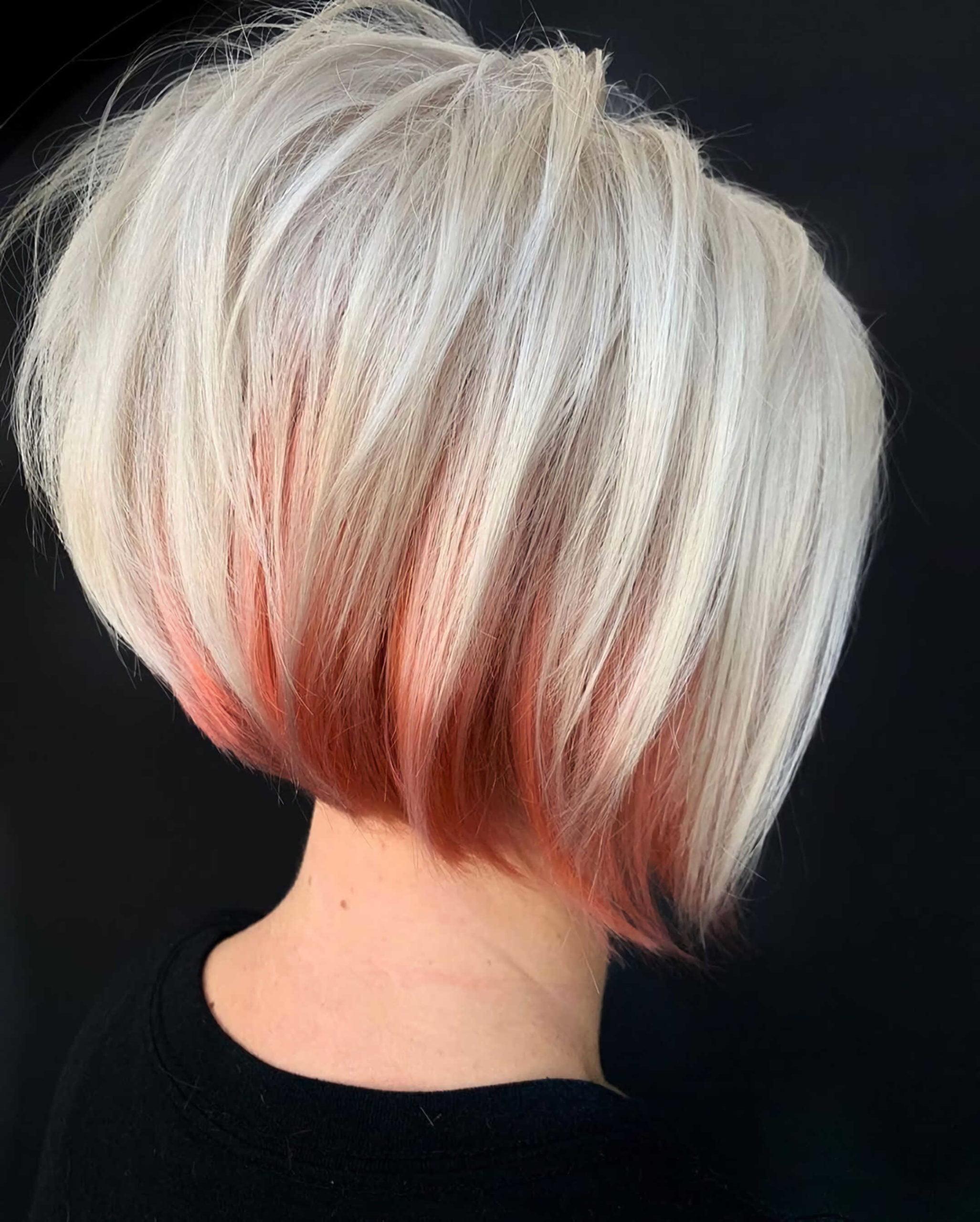 современная прическа на средние волосы с красным окрашиванием