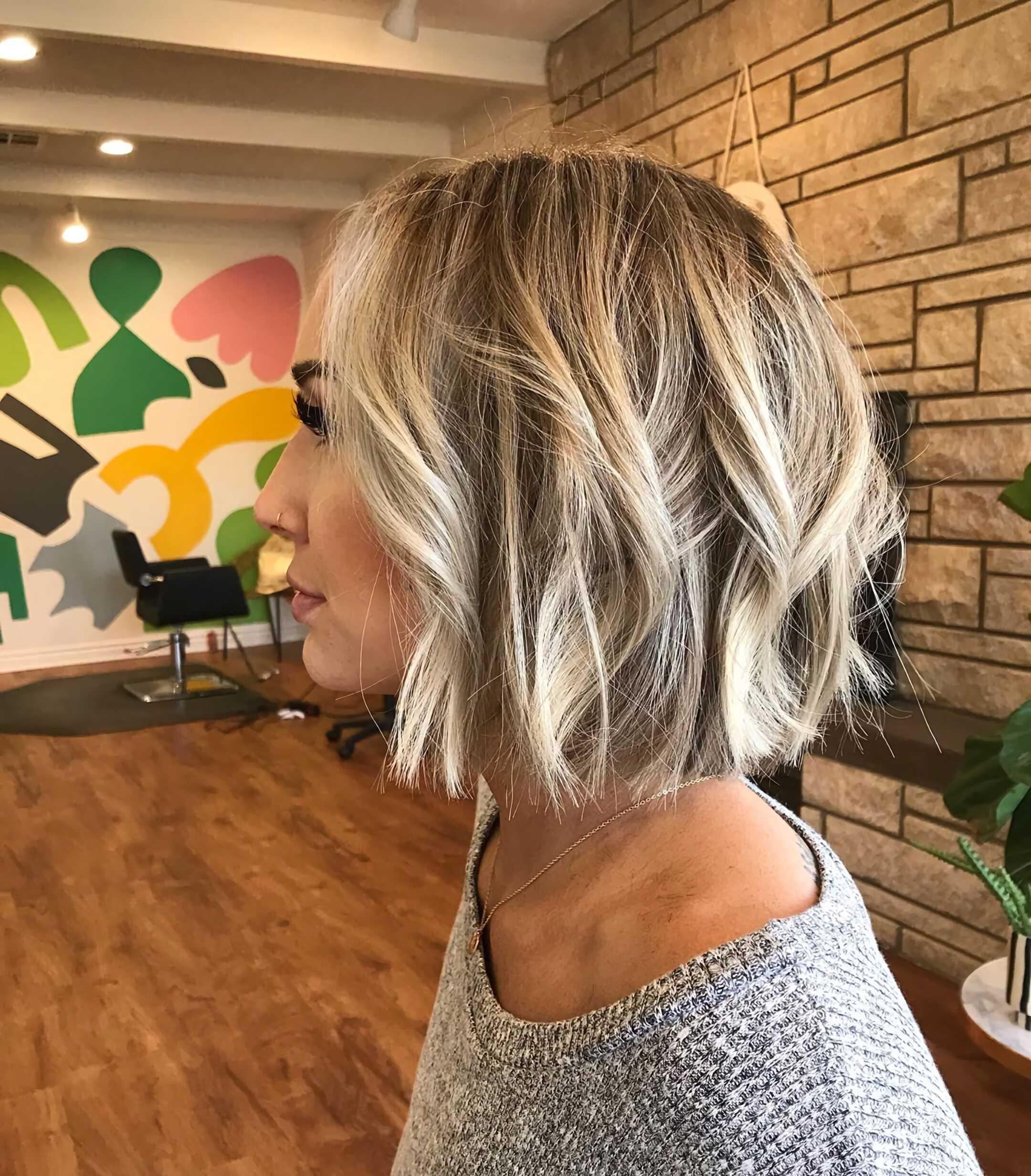 текстурированная вечерняя прическа на средние волосы