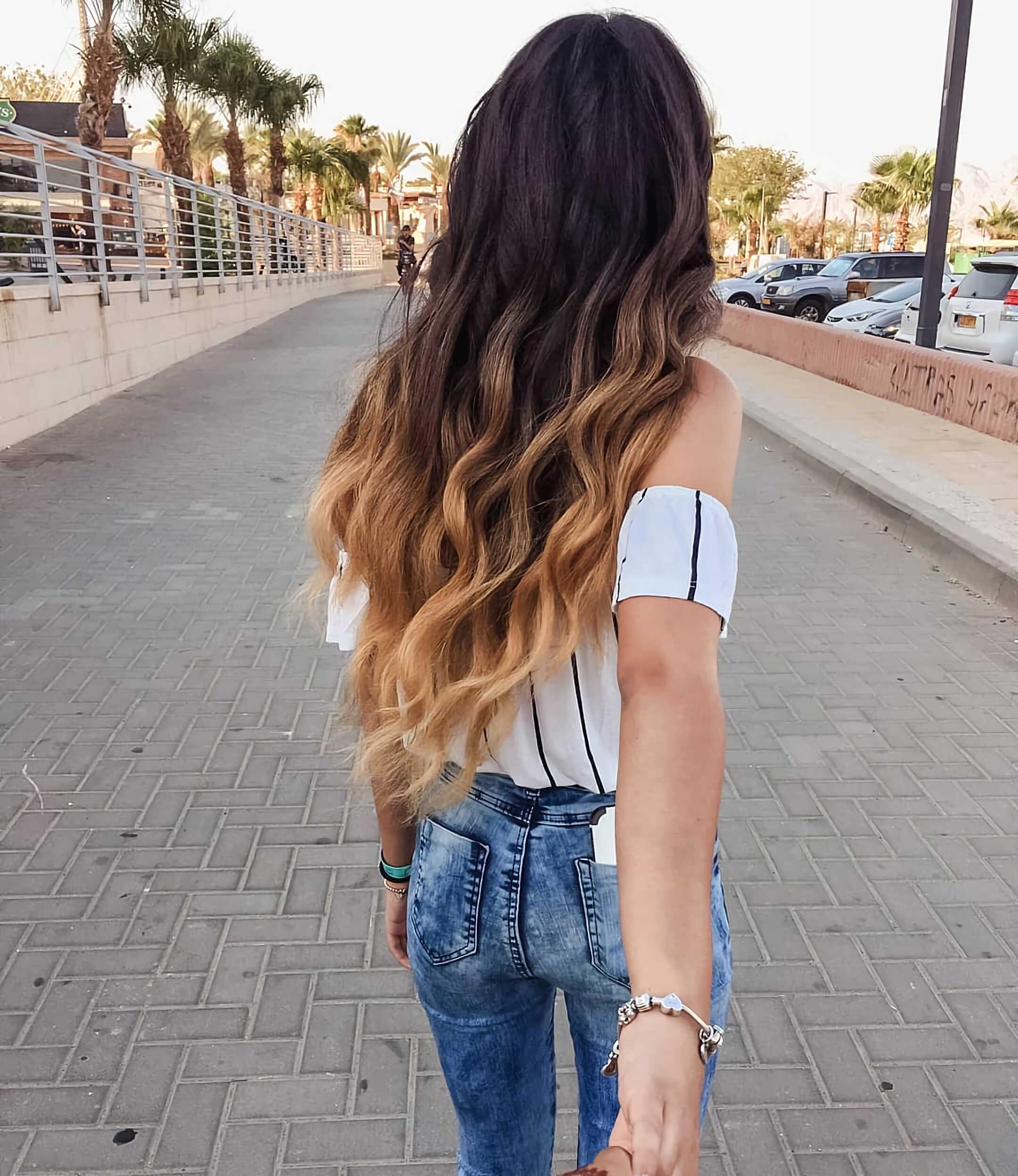 стильные волнистые волосы с окрашиванием балаяж