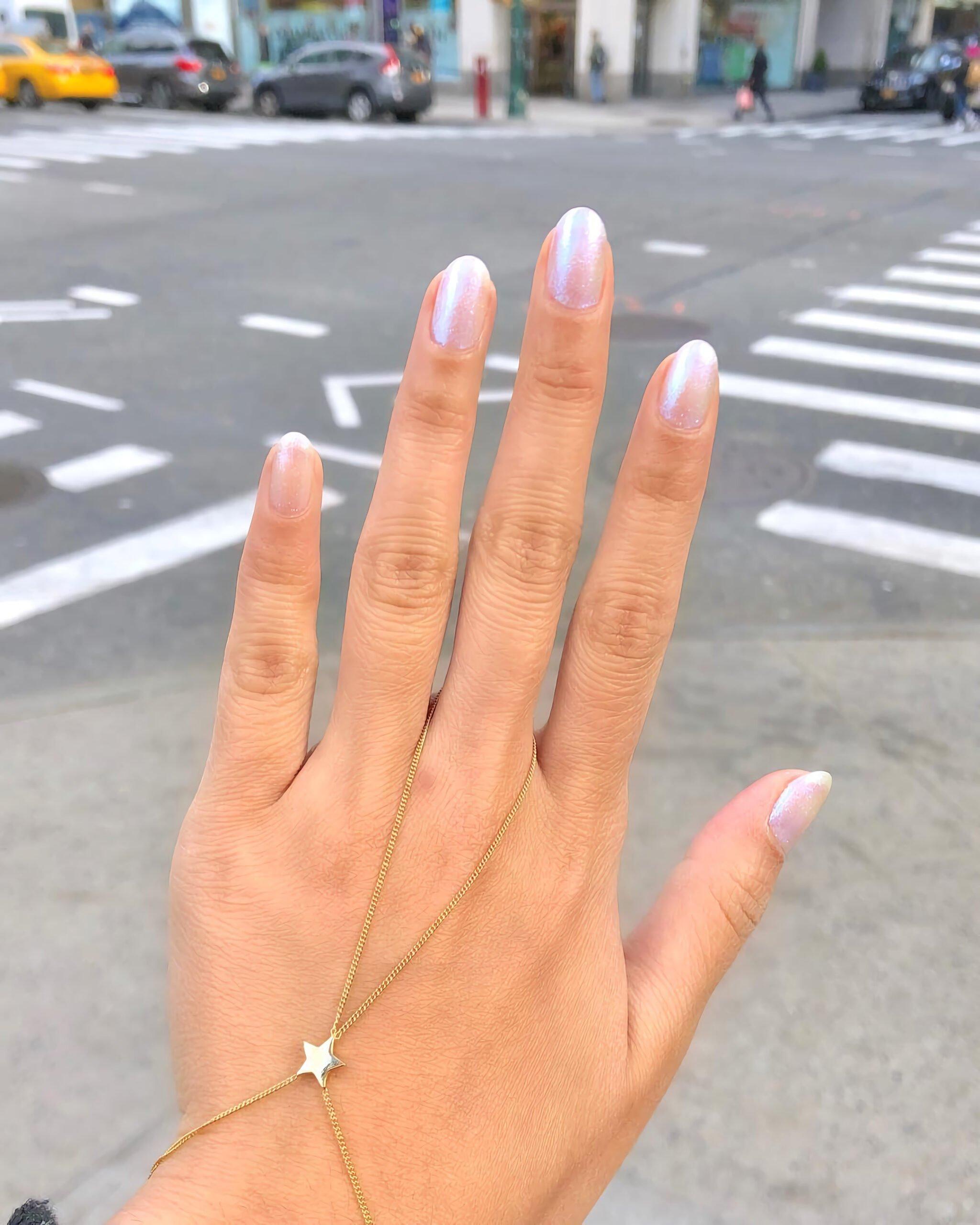 Красивый радужный дизайн ногтей
