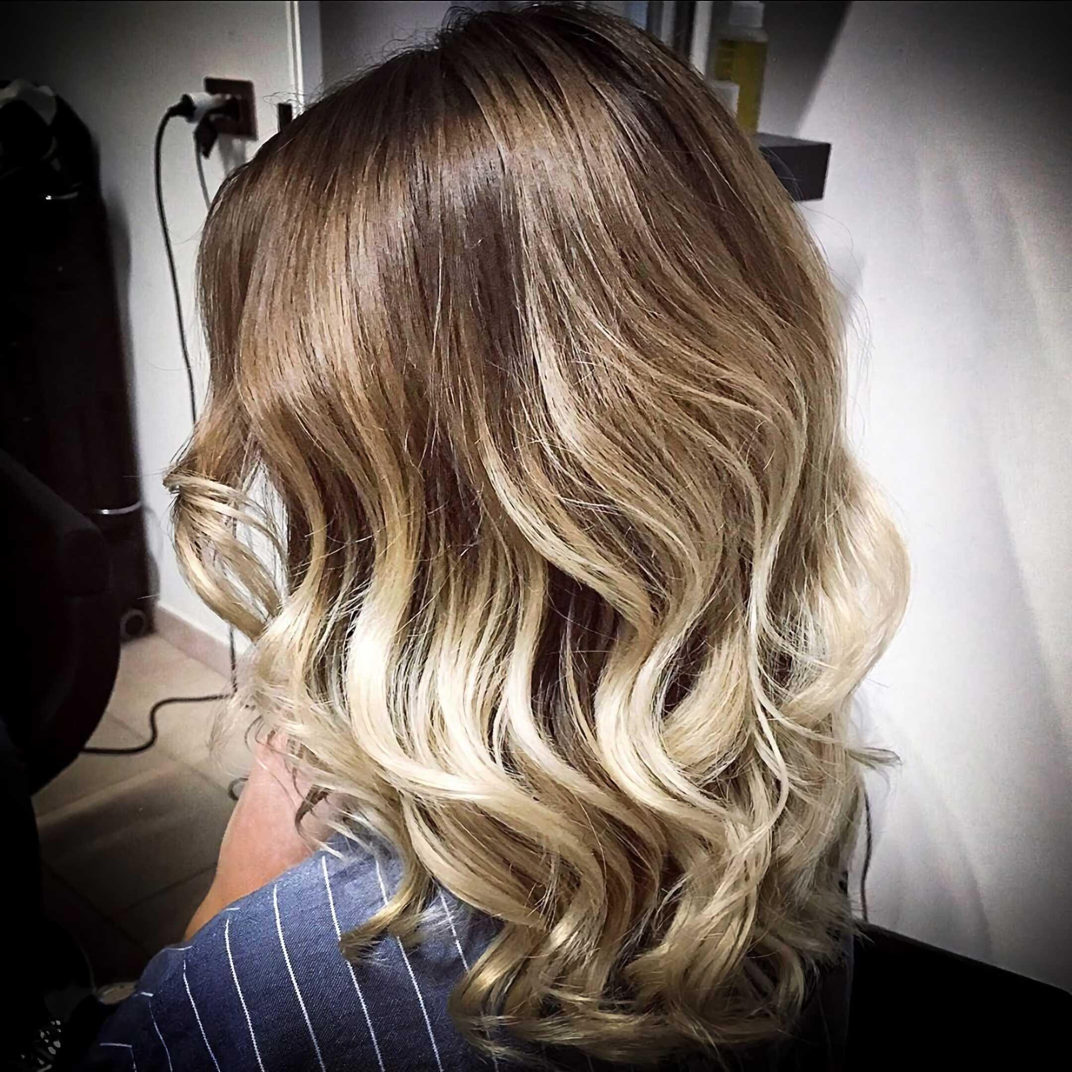 окрашивание омбре на волнистые волосы