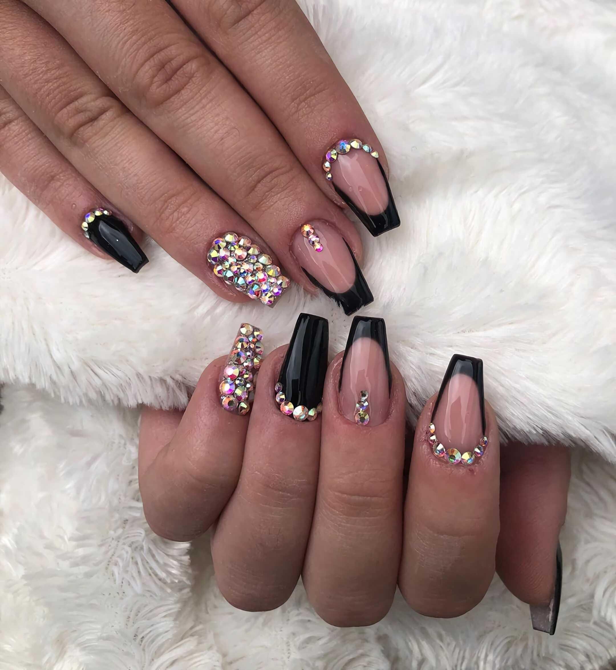 красивые черные ногти с украшениями