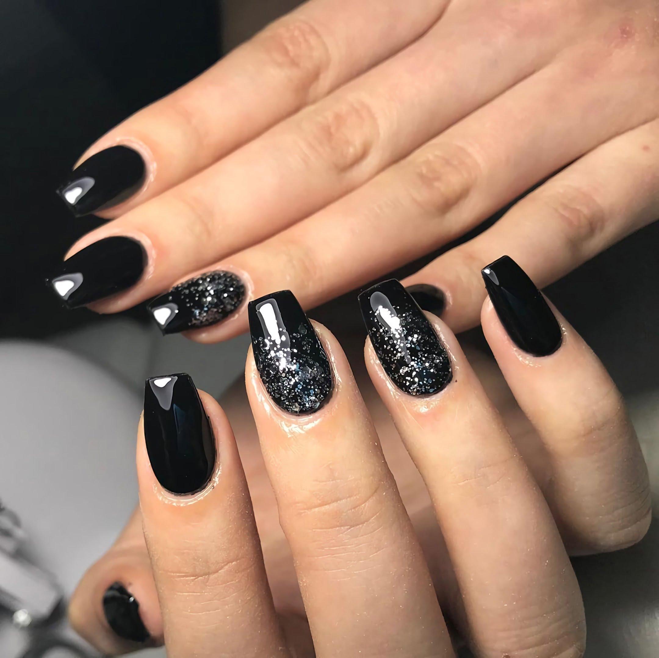 черные и серебряные ногти