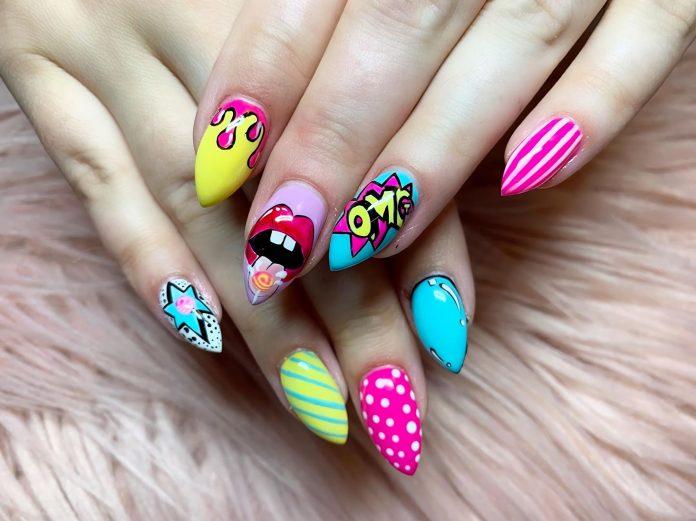 блестящие ногти с невероятно красивым маникюром