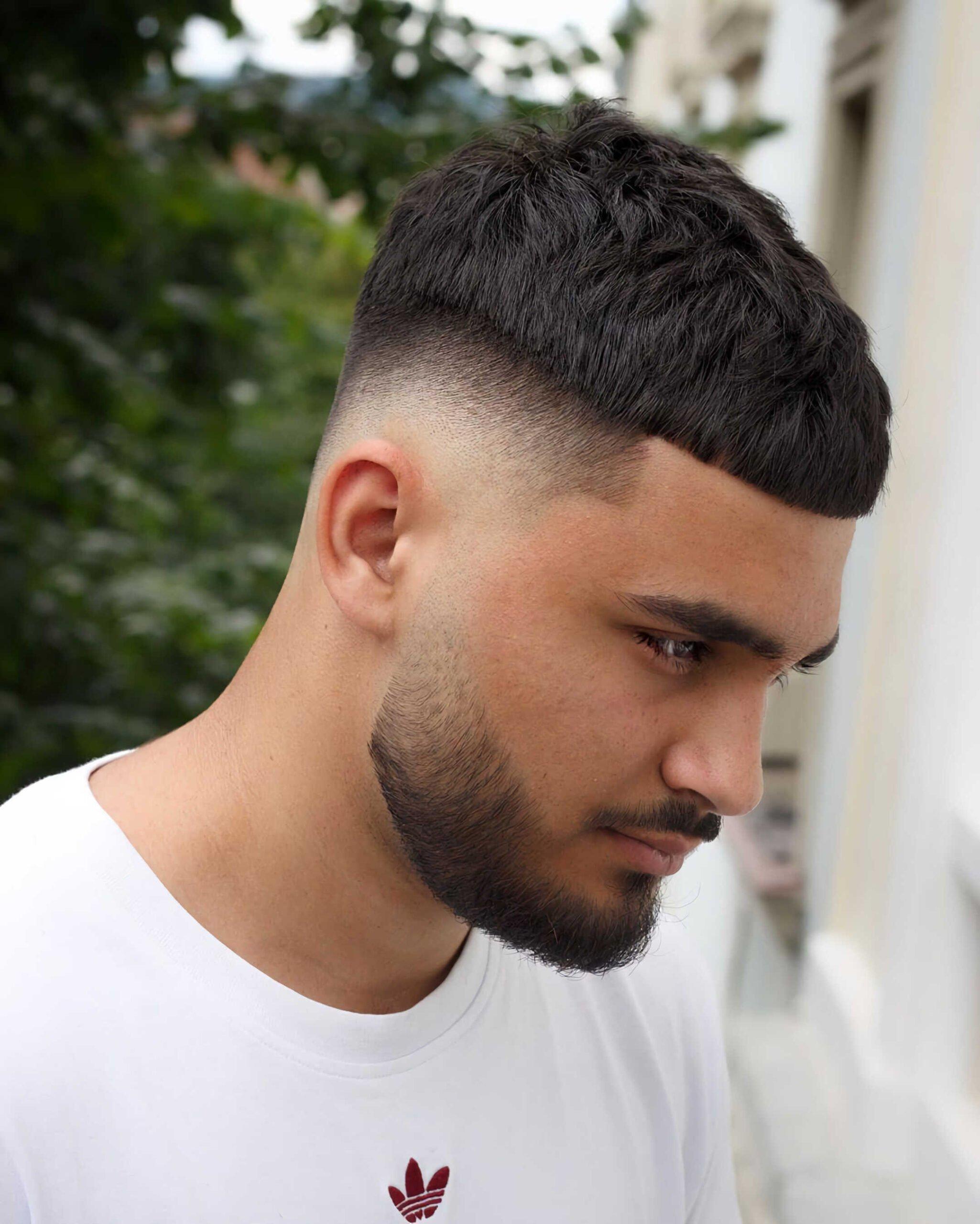 стильная стрижка цезаря с бородой