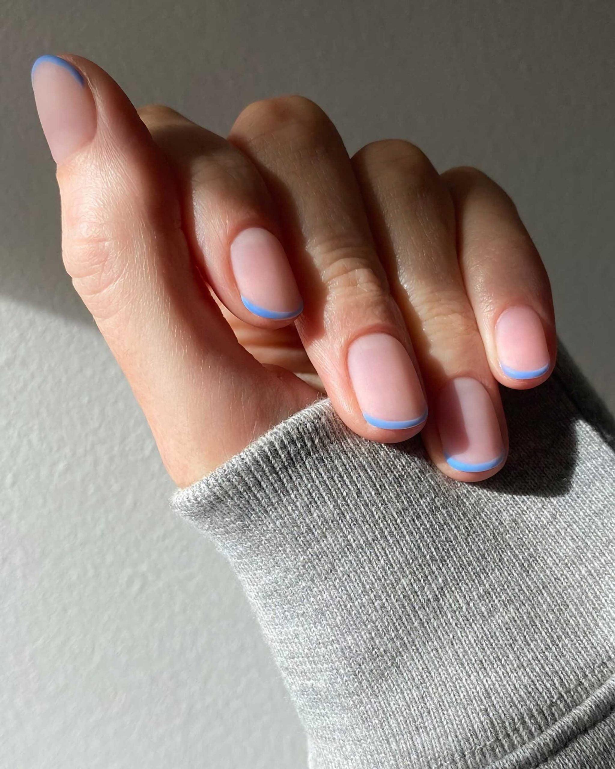 разноцветные короткие ногти с французским маникюром