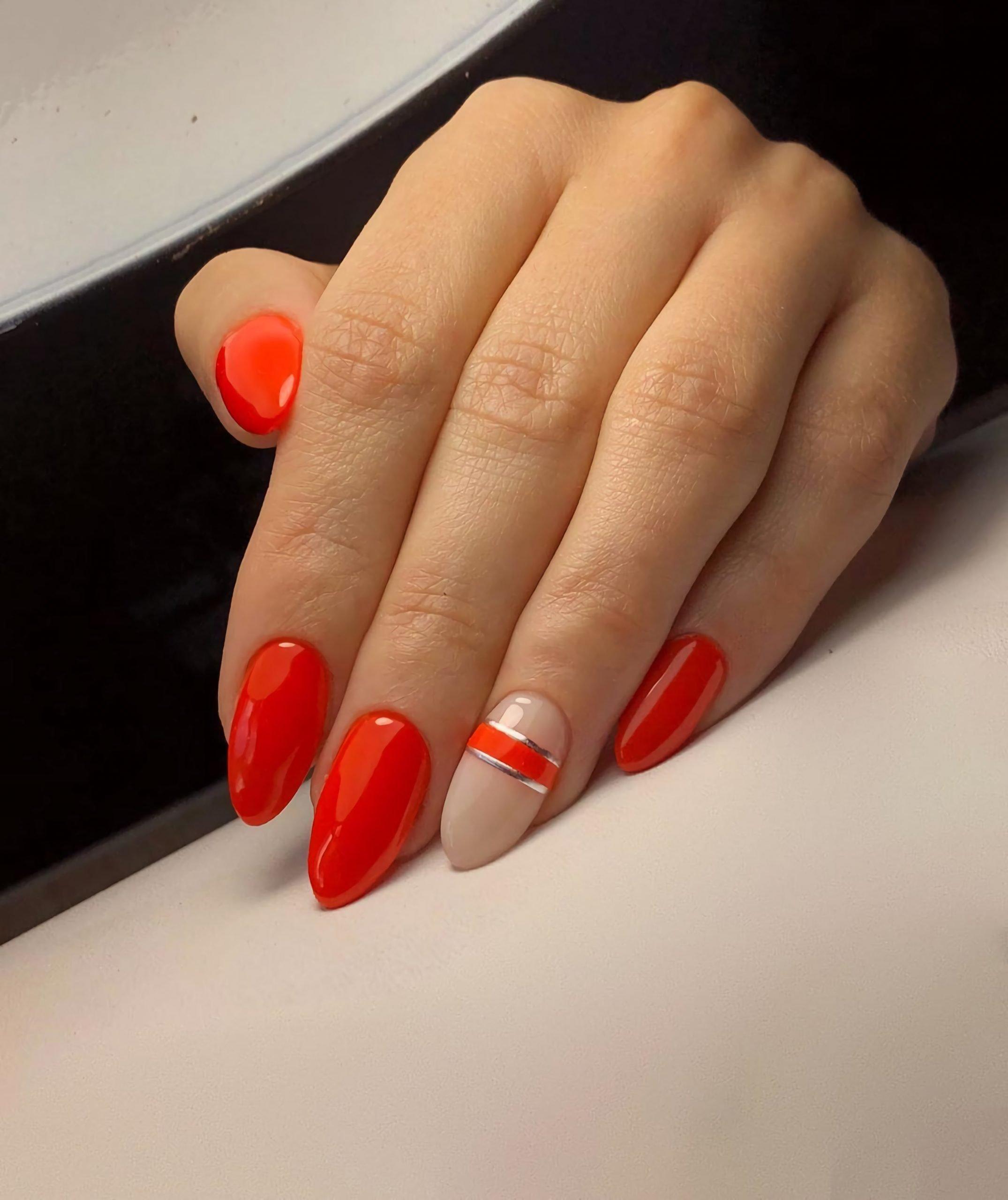 модные ногти с красным маникюром