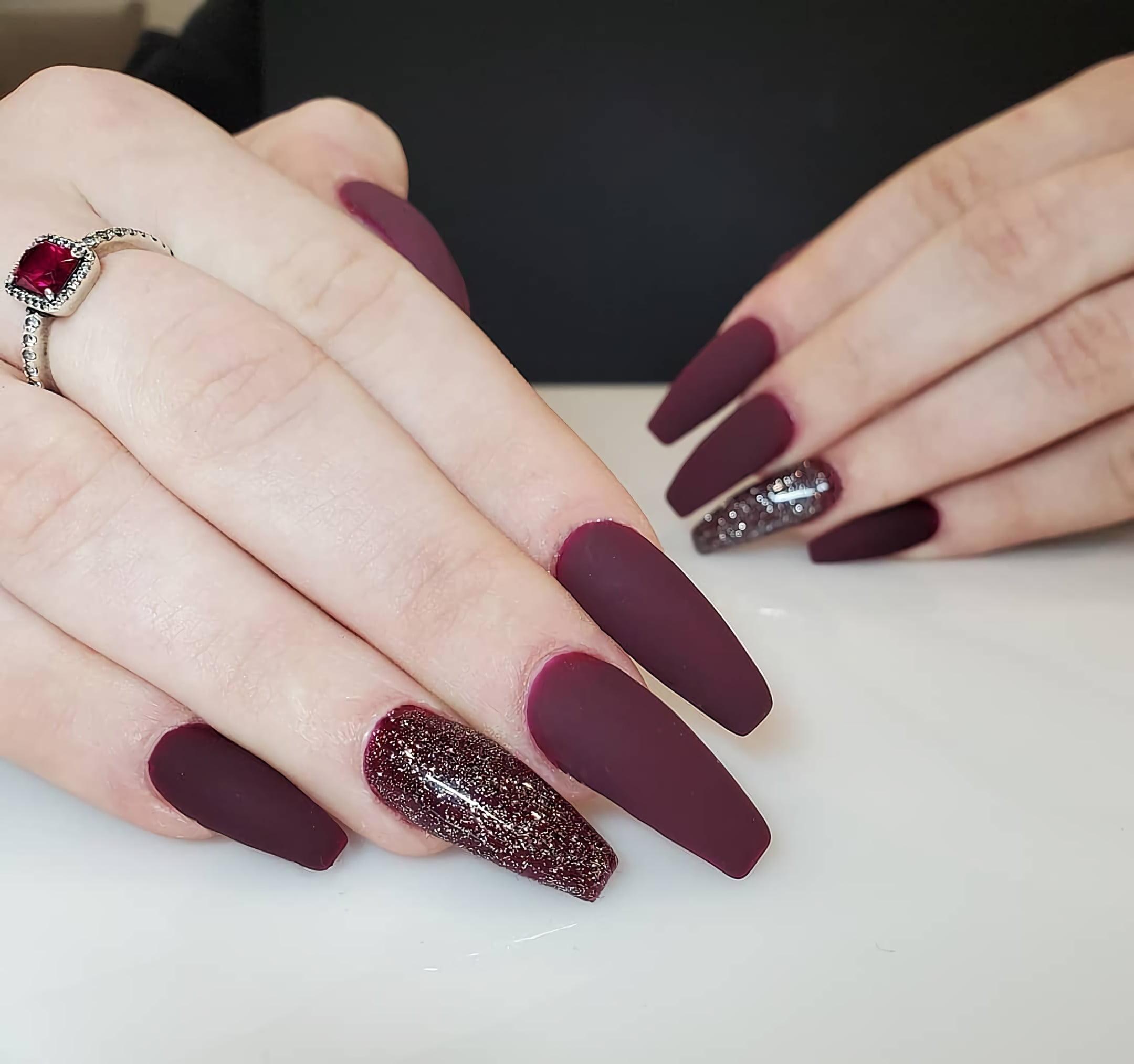 красивые бордовые ногти с блеском