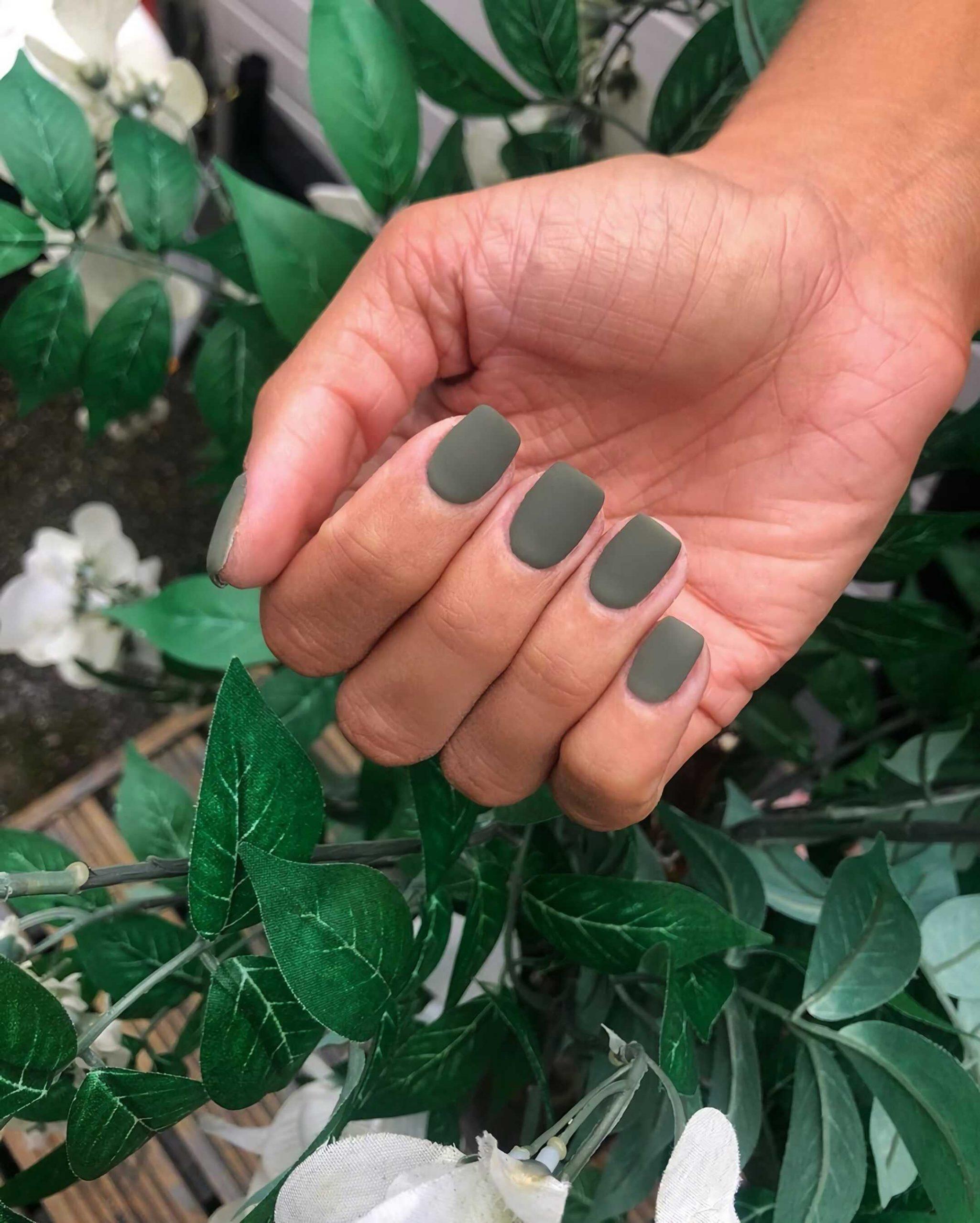 зеленые матовые ногти