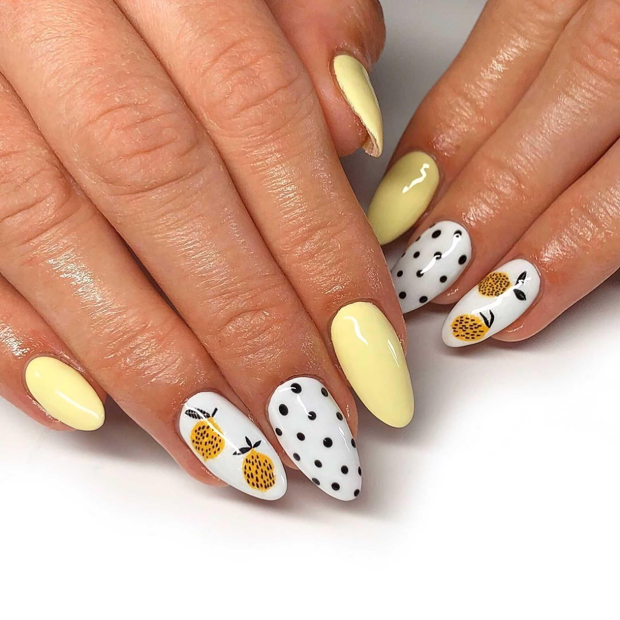 модные, короткие желтые ногти