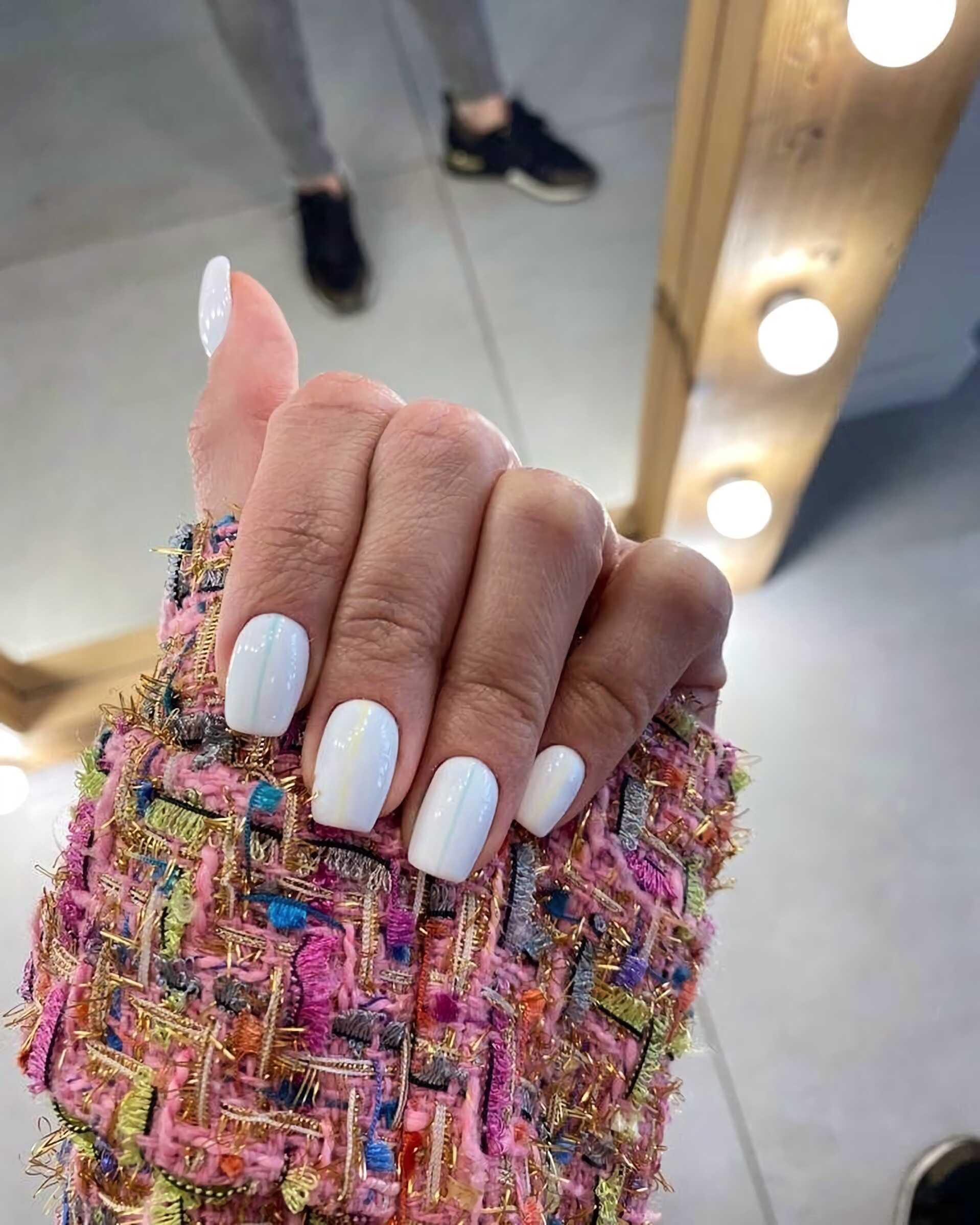 короткие белые ногти