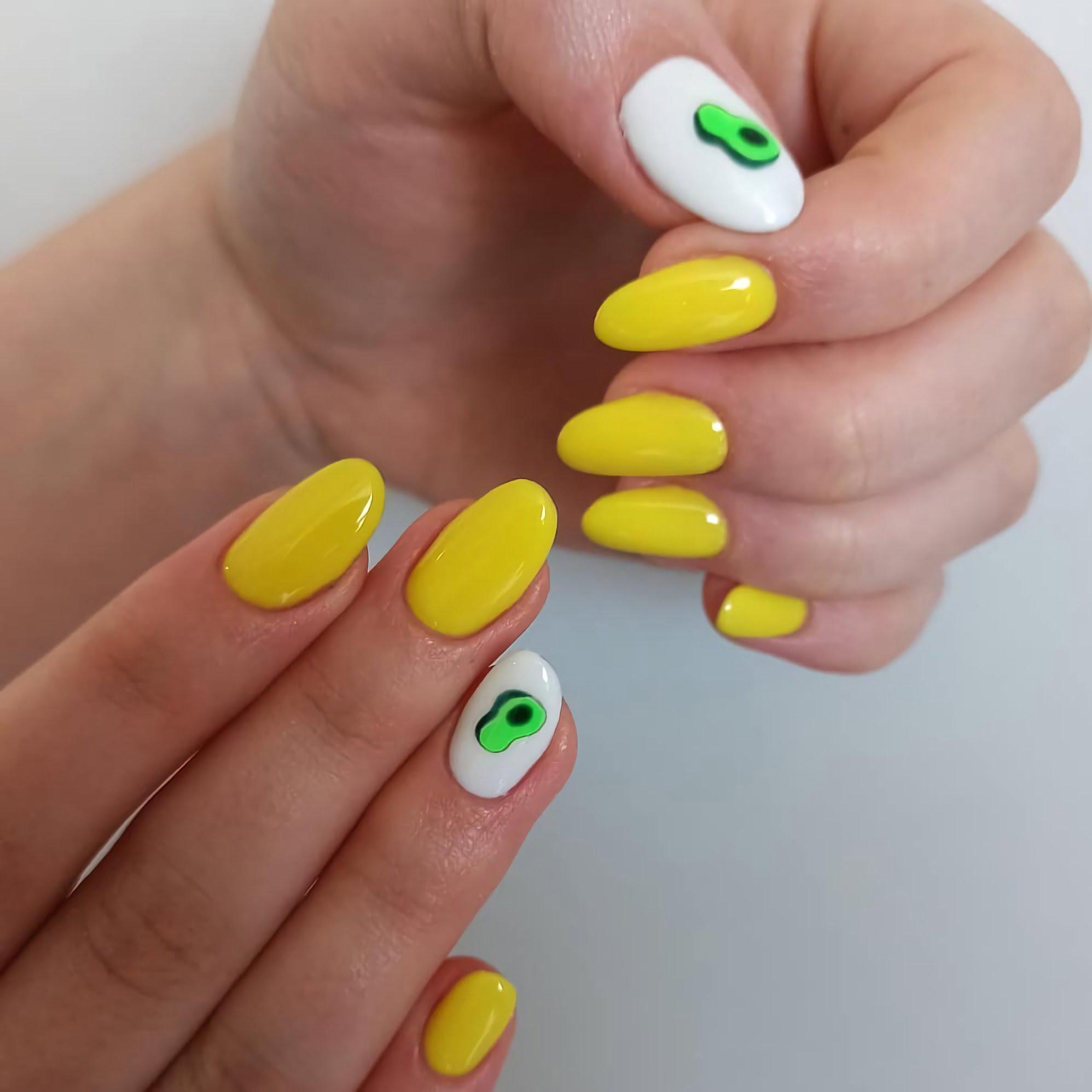 модные желтый маникюр