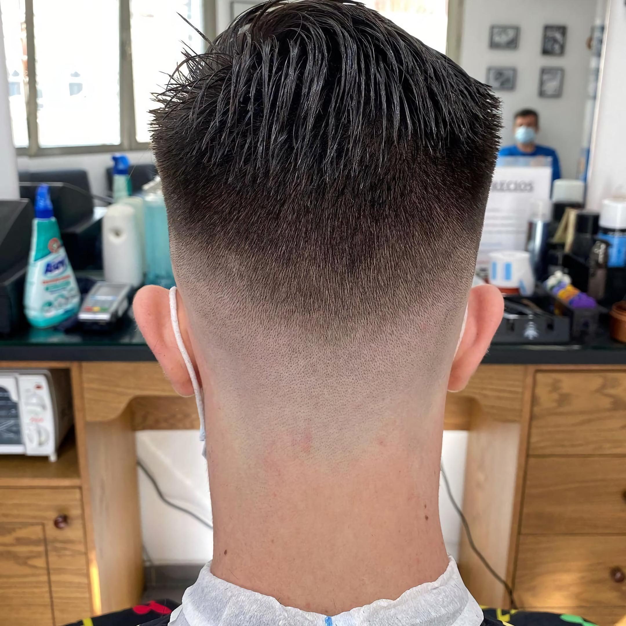 Фейд с причесанными назад волосами