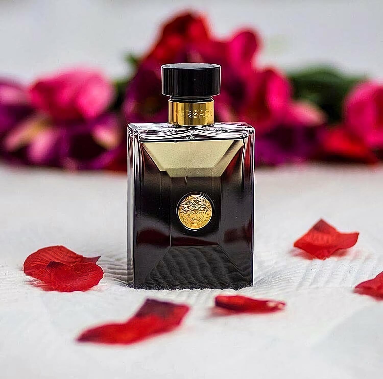 мужские духи с интересным острым запахом Versace Oud Noir