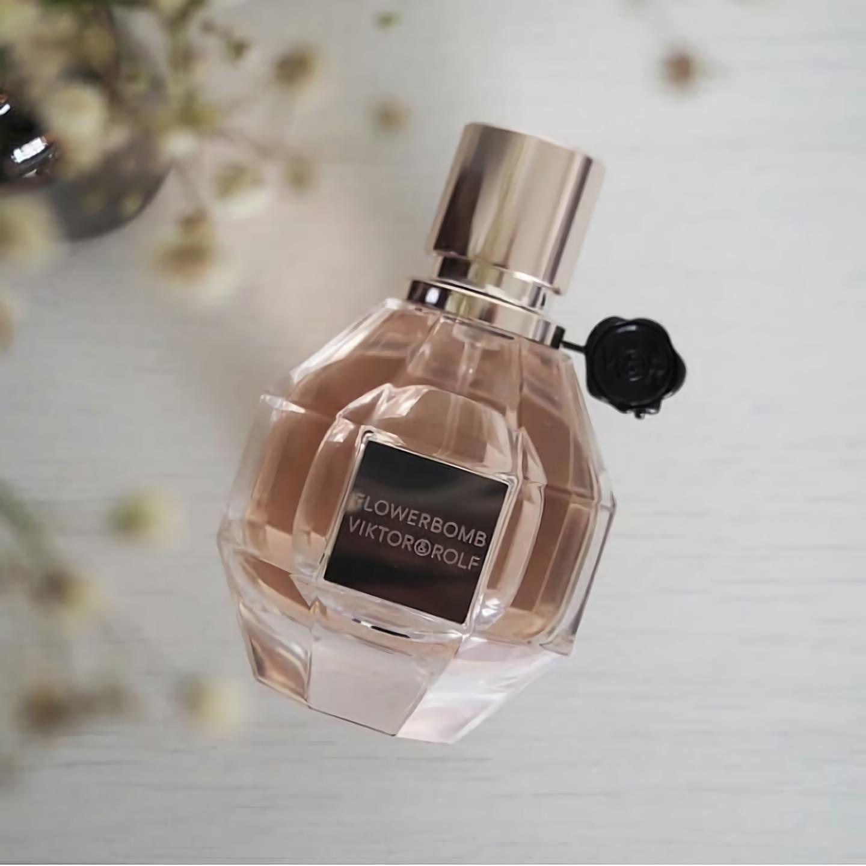 стойкие женские духи с цветочным ароматом Viktor & Rolf Flowerbomb
