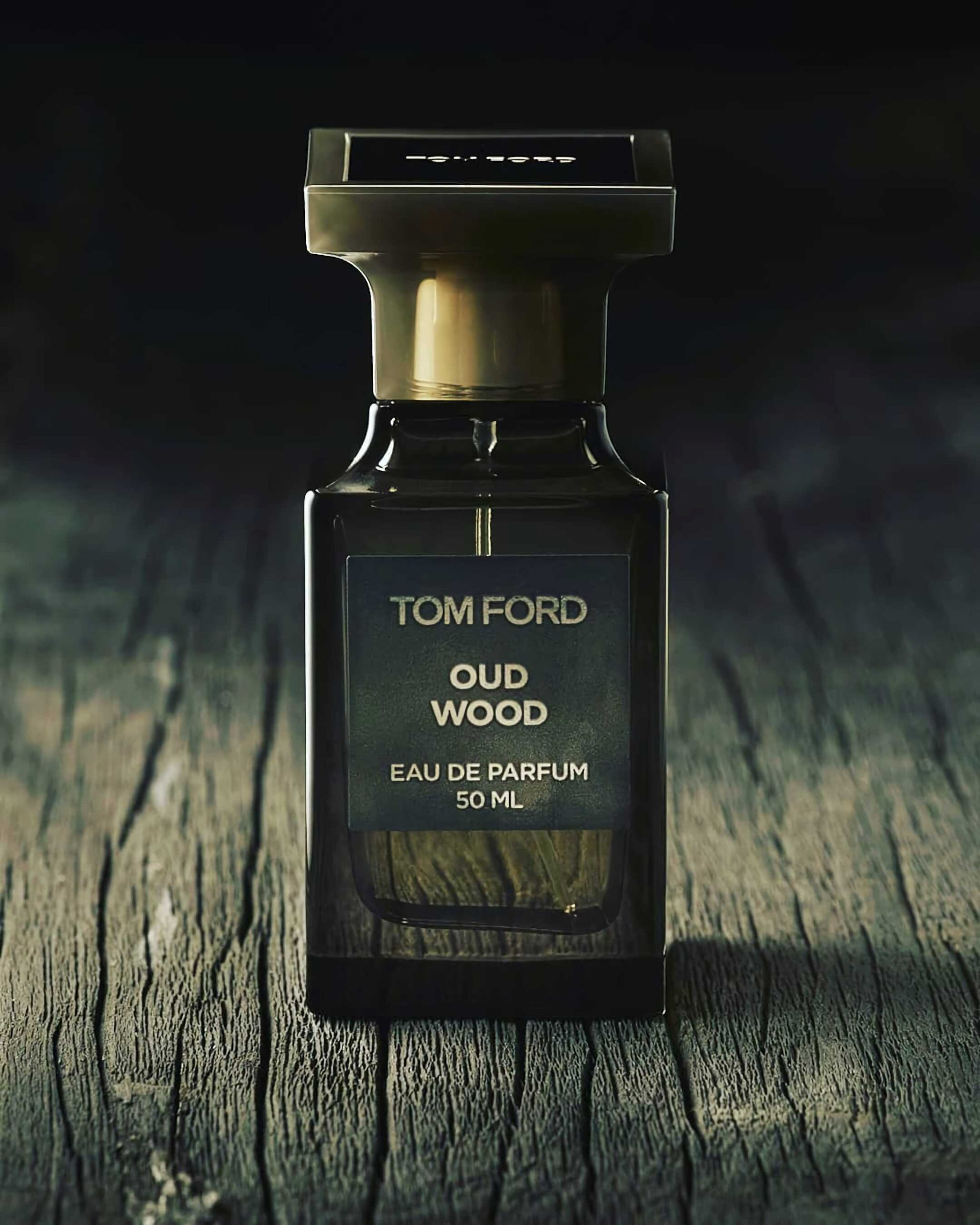 теплый древесный аромат Tom Ford Oud Wood