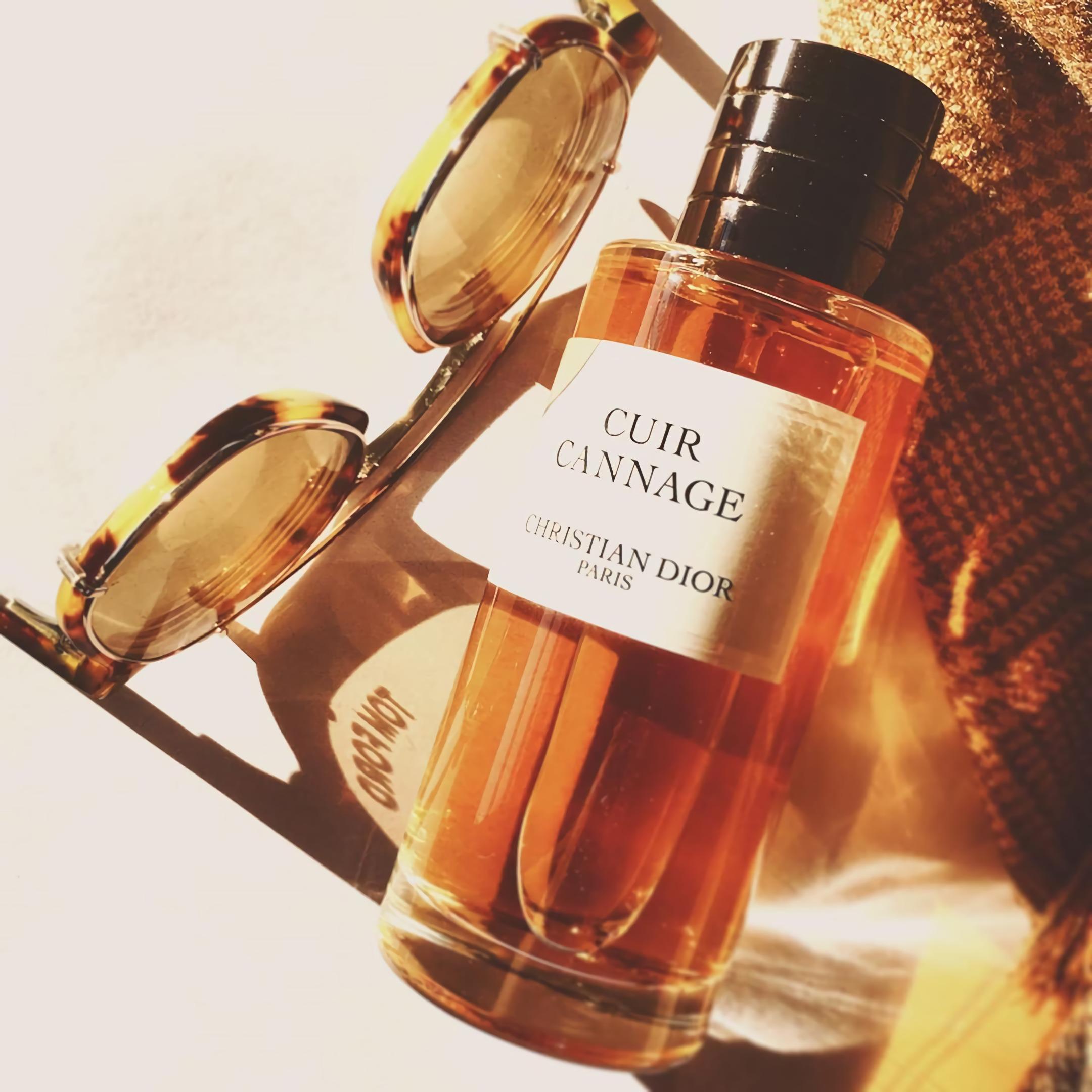 духи для мужчин с запахом кожи и цветов Dior Cuir Cannage