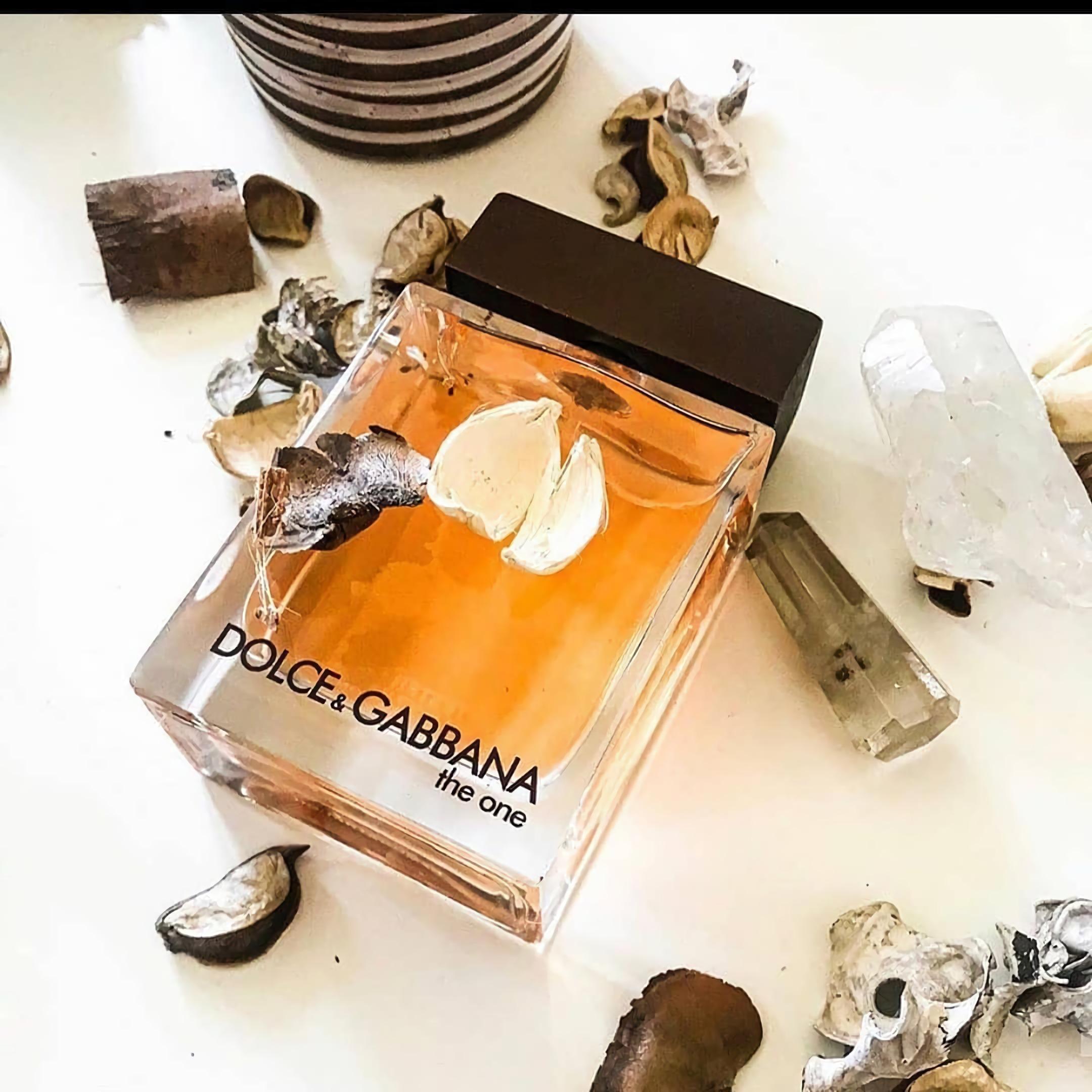 лучшие духи для мужчин с привлекательным запахом Dolce & Gabbana The One