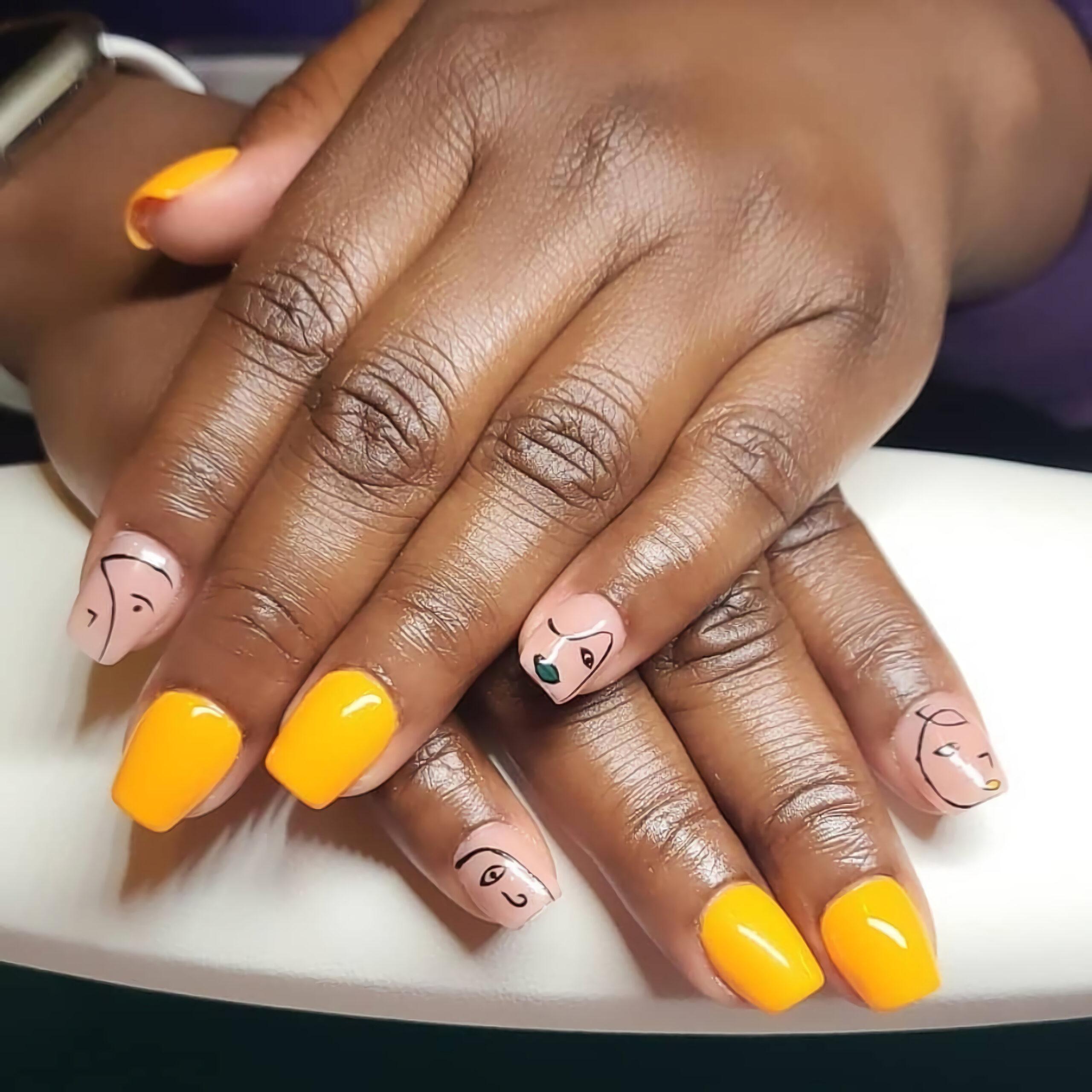 Оранжевый маникюр с принтом Пикассо