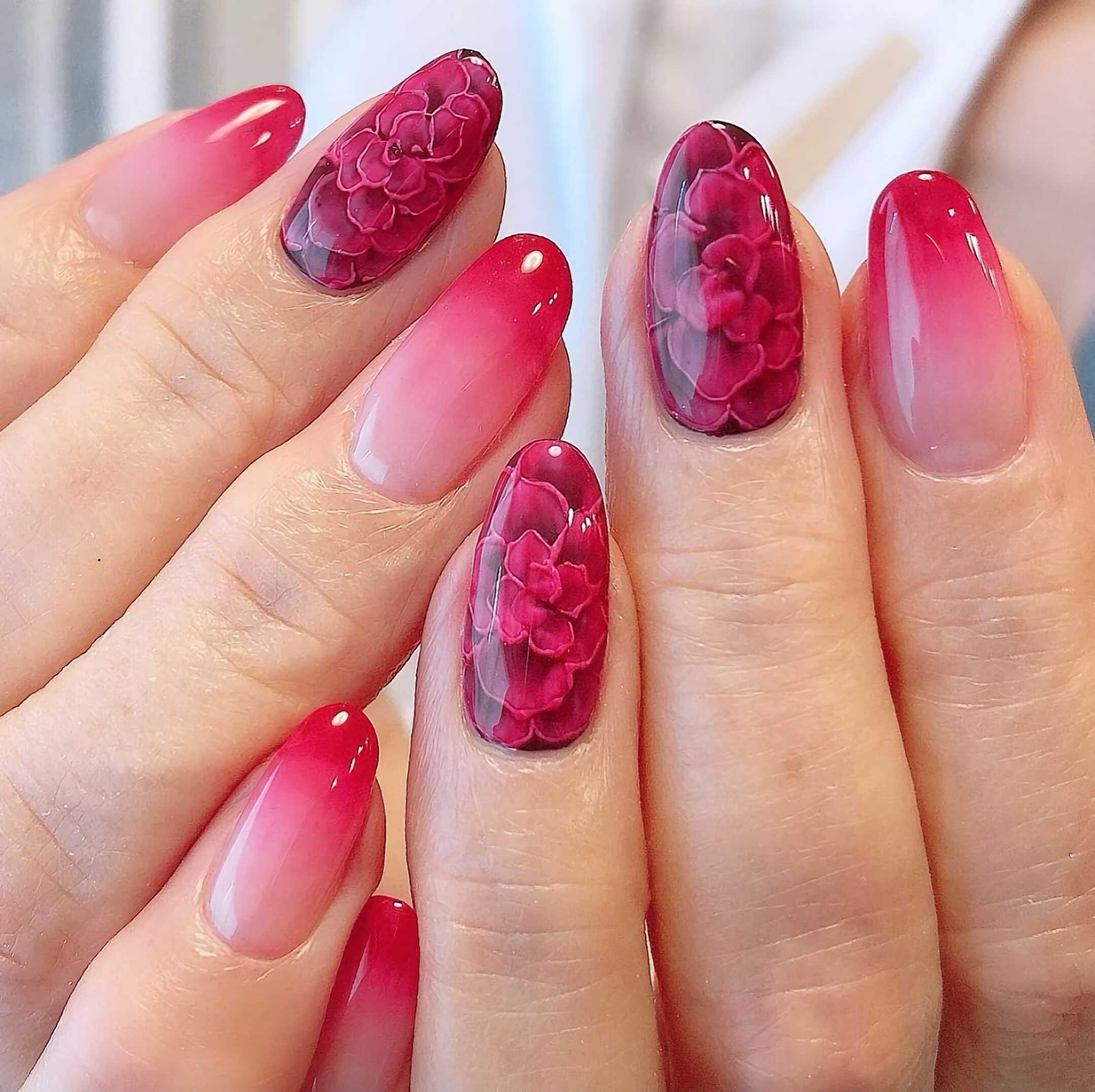 красивый маникюр с розами на короткие ногти