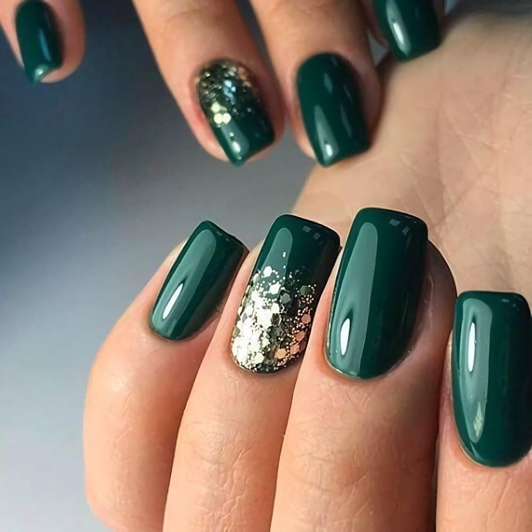 изумрудно-зеленые ногти