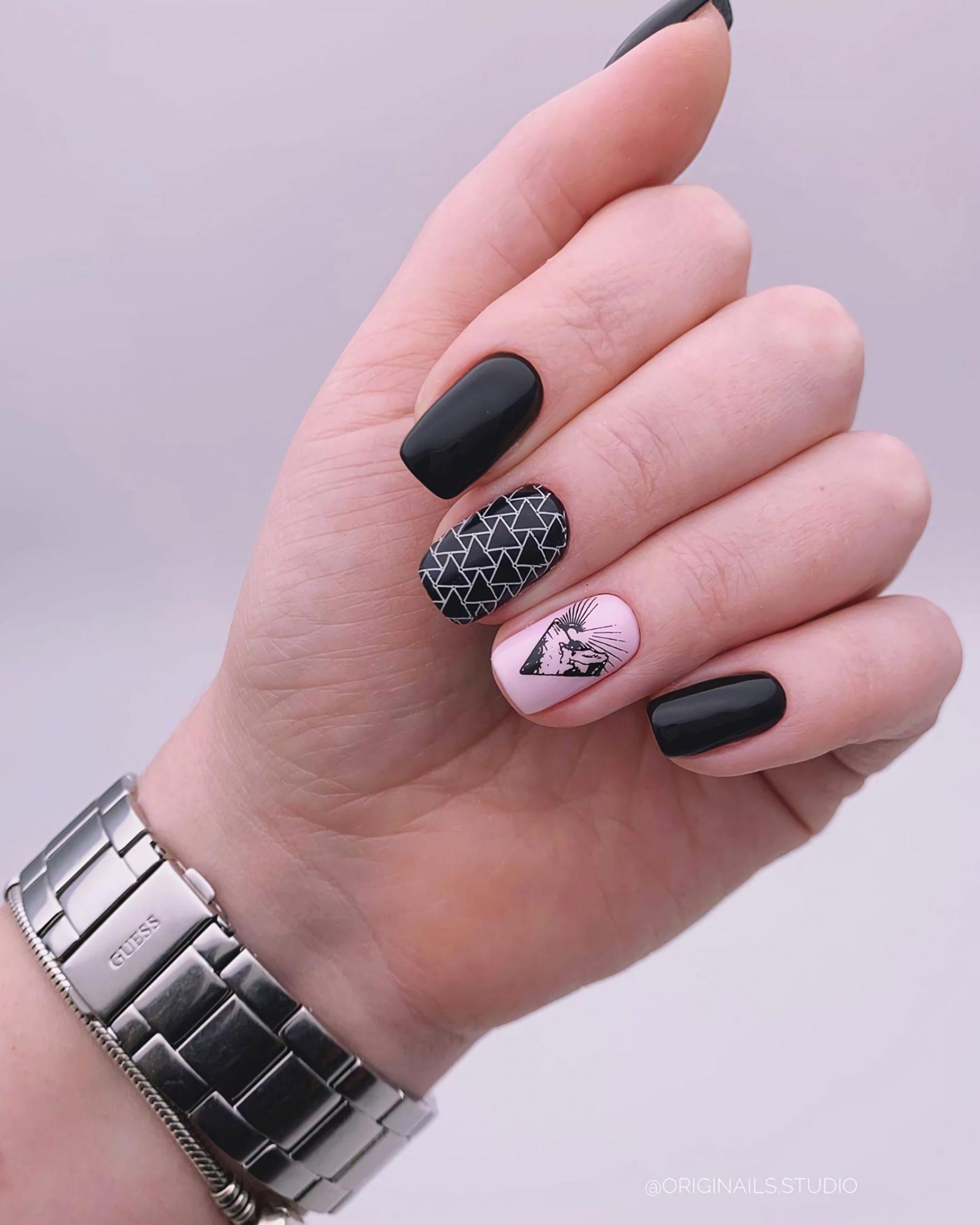 красивый геометрический маникюр на короткие ногти