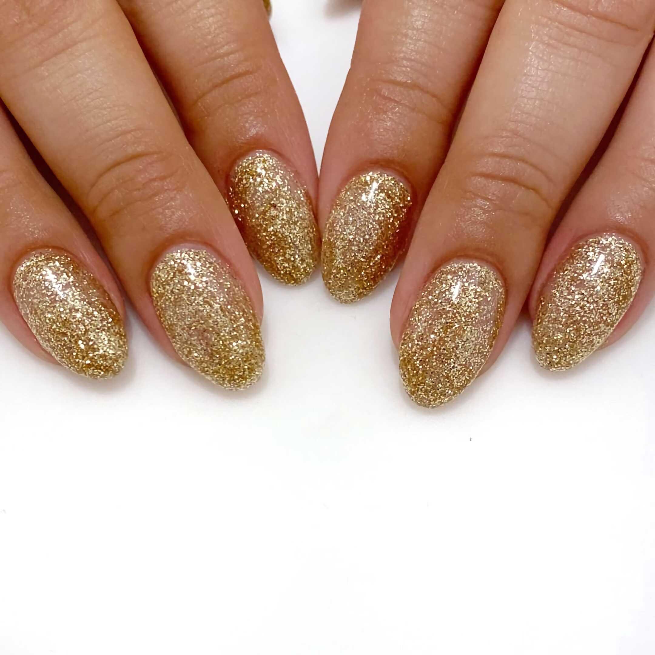 золотые блестящие ногти