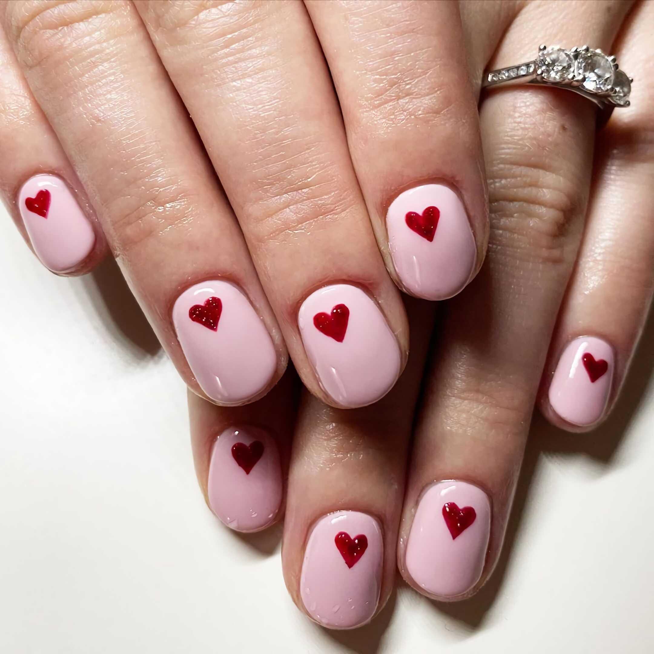 стильные ногти с сердечками
