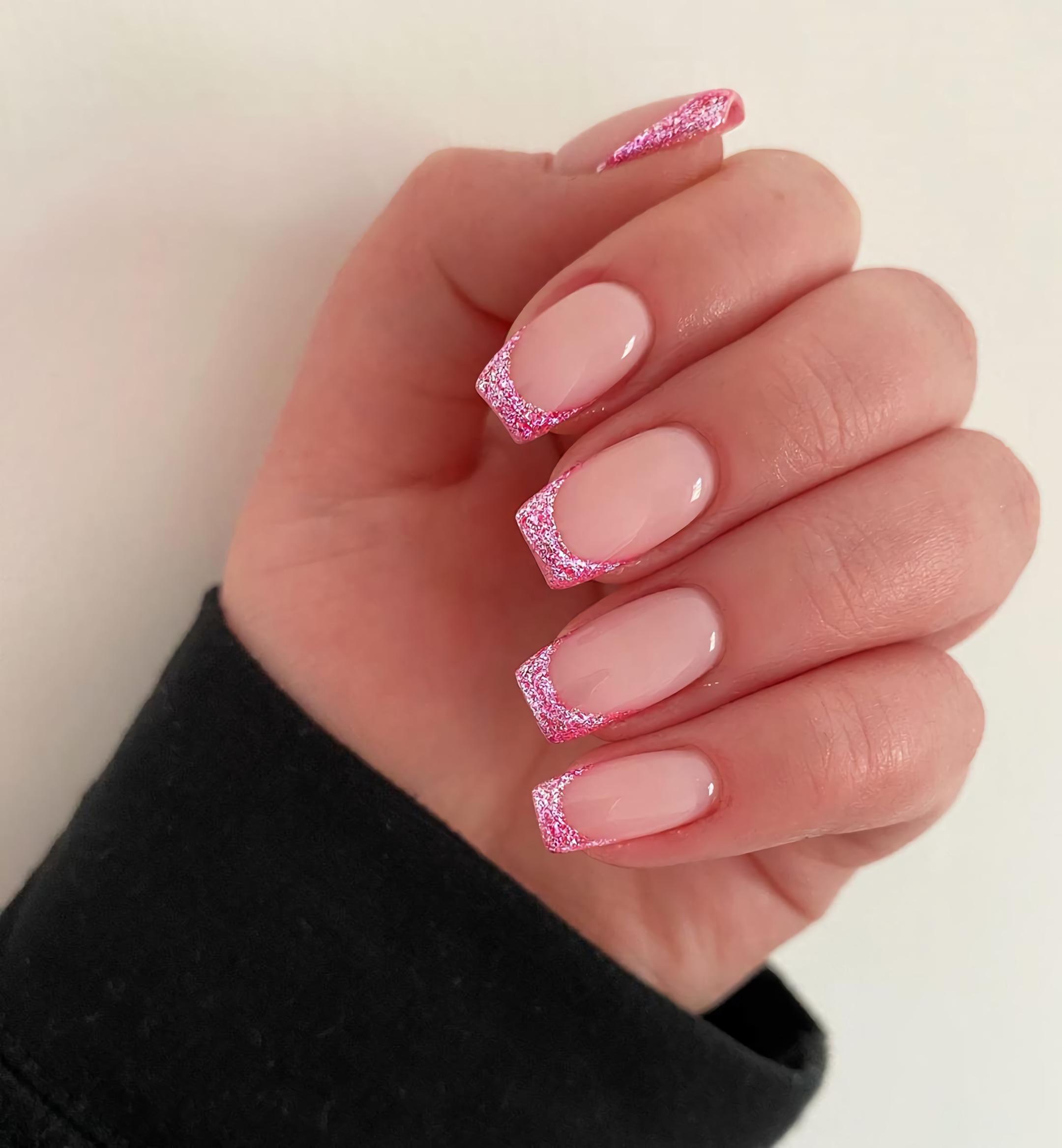 пастельно-розовые короткие ногти