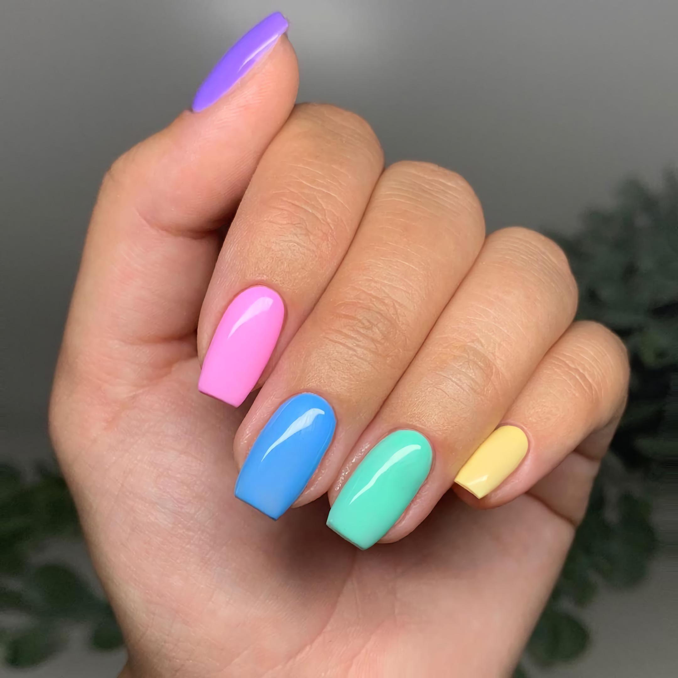 пастельные короткие ногти