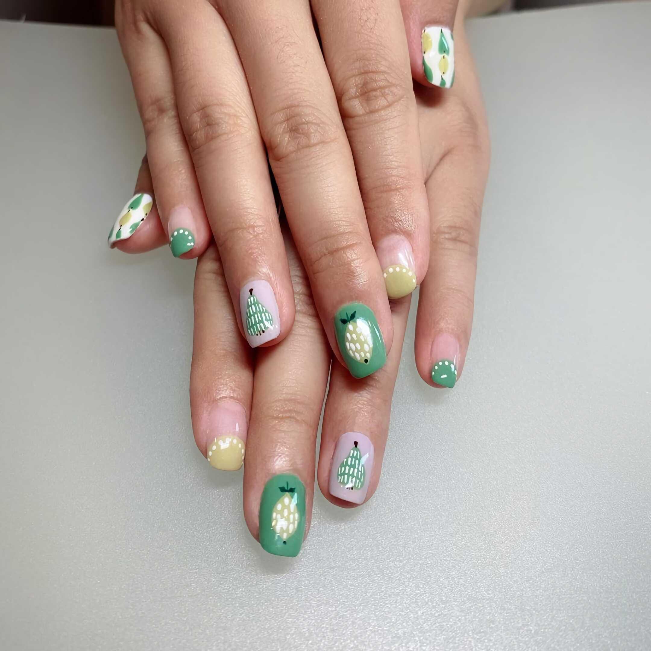 маникюр с грушами на короткие ногти