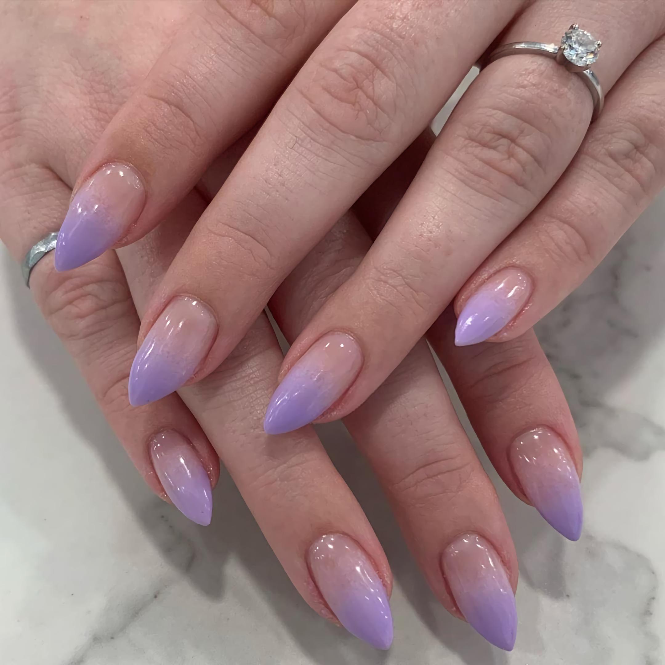 стильные фиолетовые ногти омбре