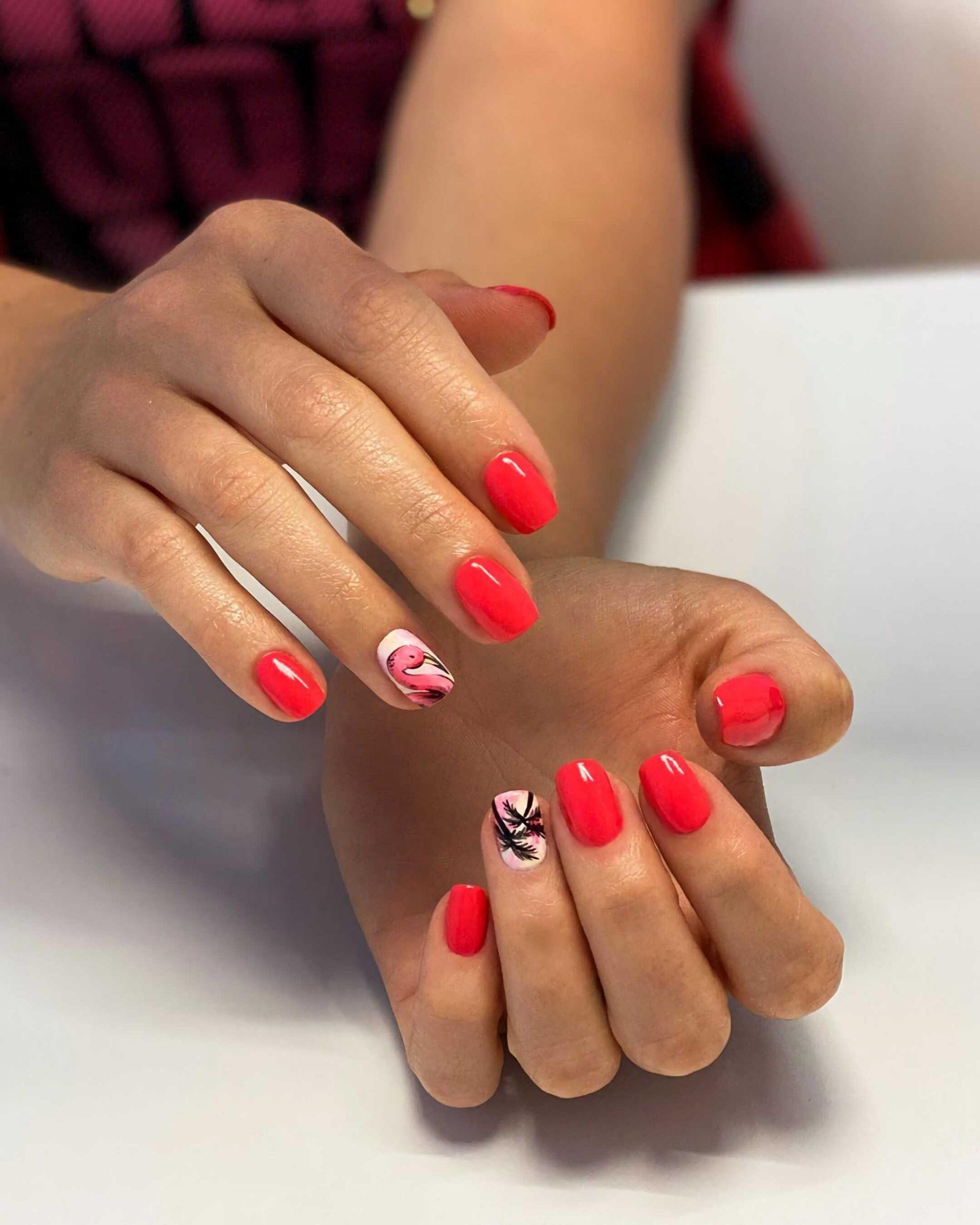 красный летний маникюр на короткие ногти
