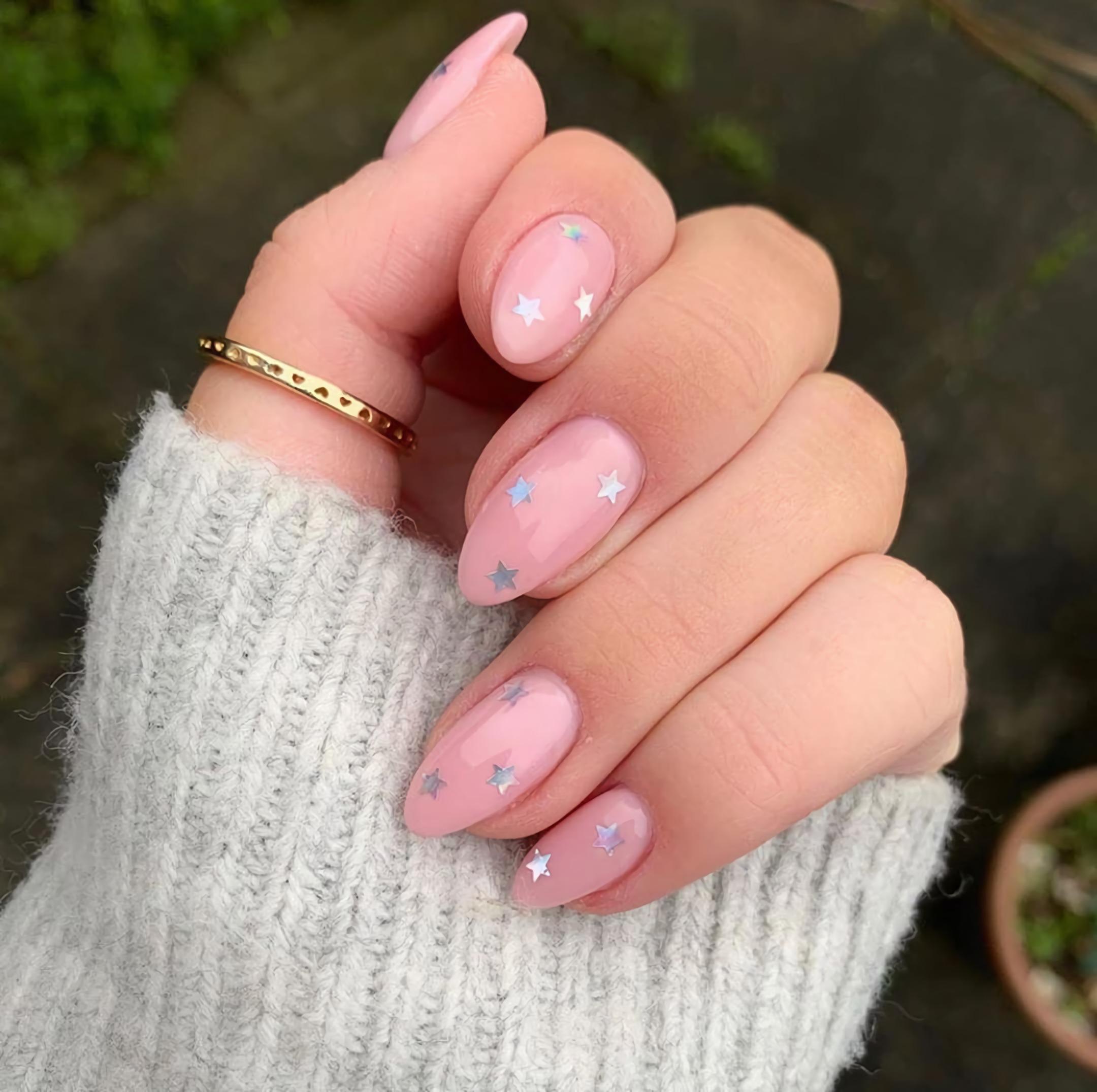 короткие ногти с звездами
