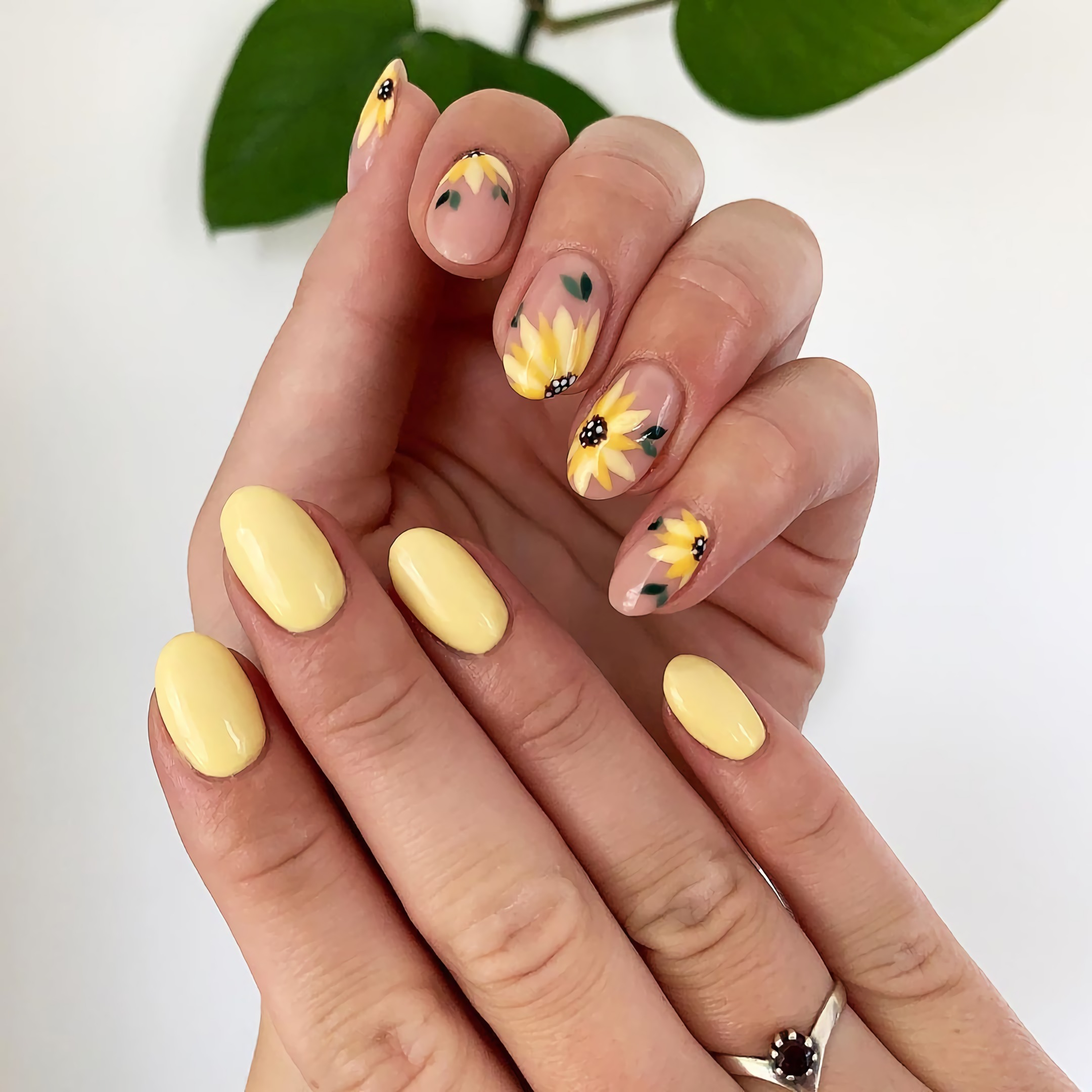 стильные ногти с подсолнухом