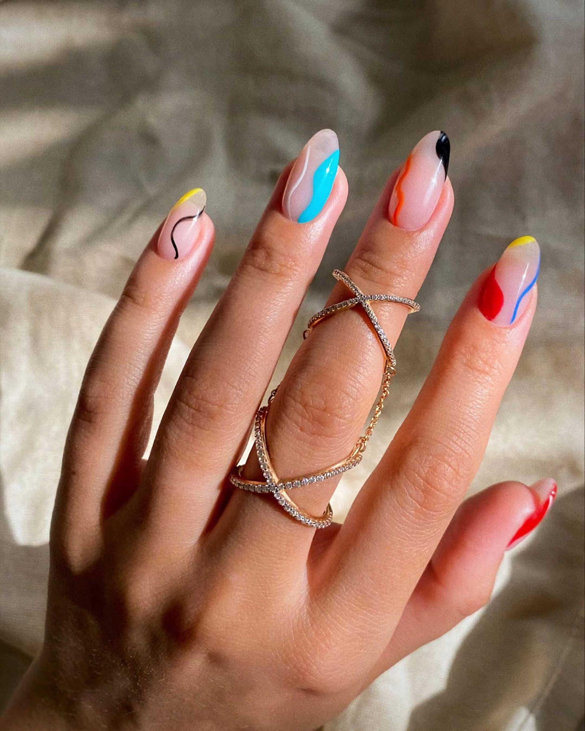акварельные ногти миндальной формы