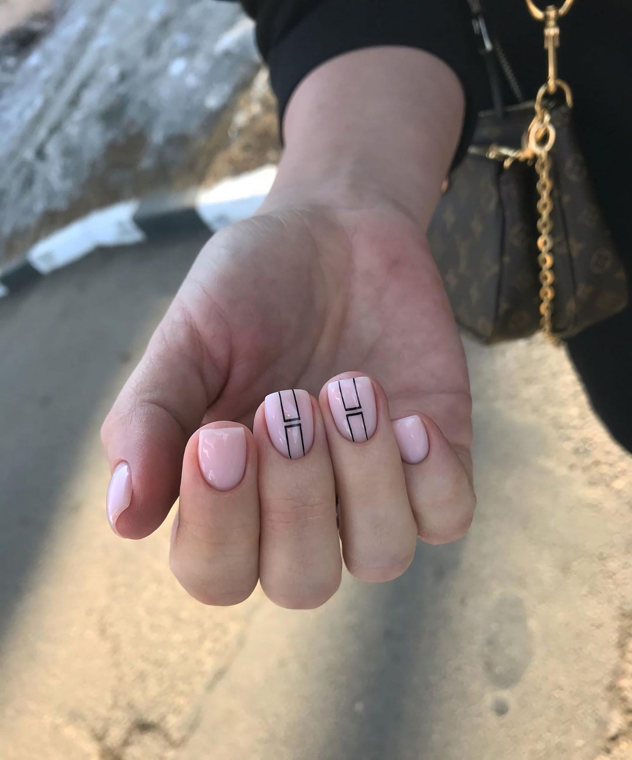 геометрический маникюр для ногтей квадратной формы