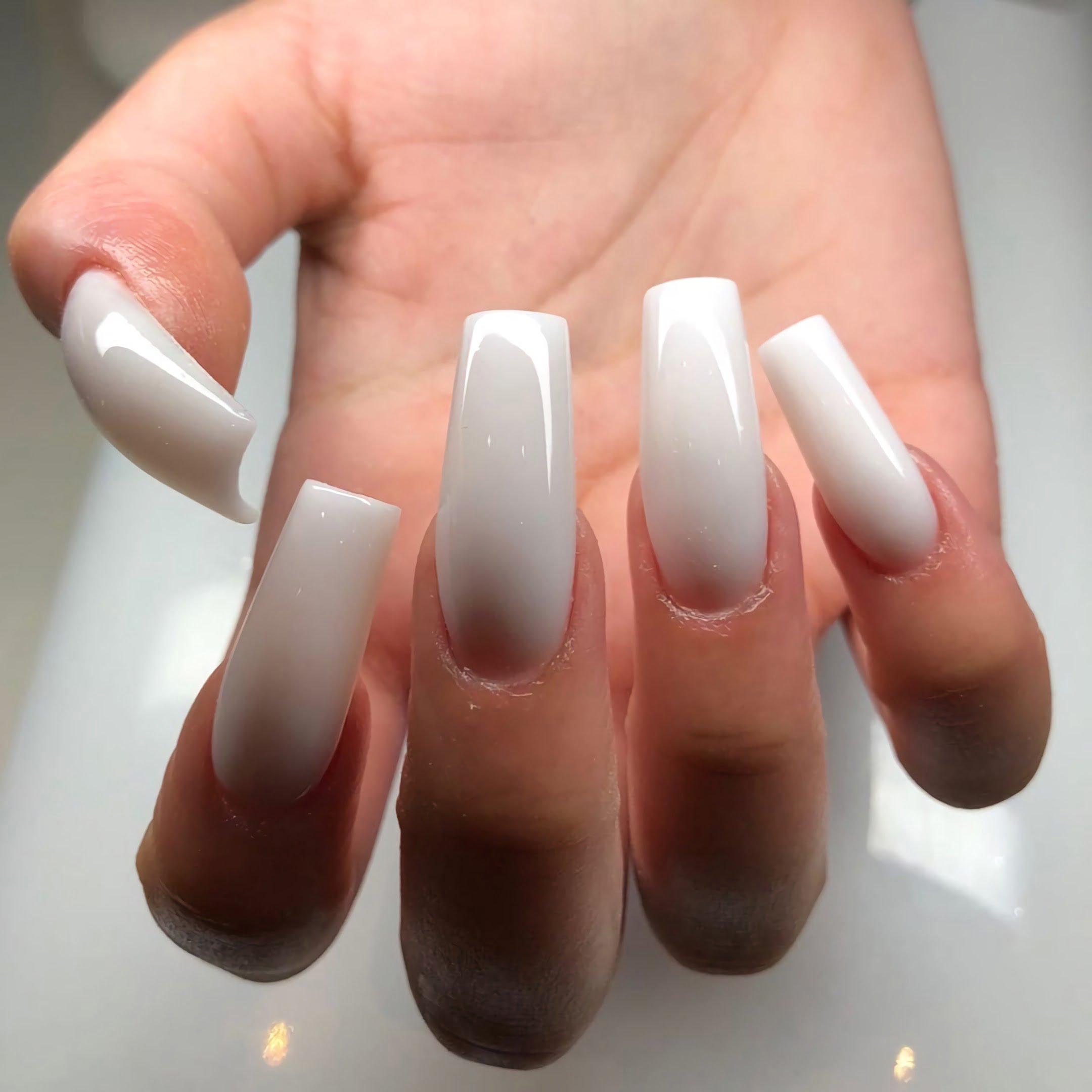 длинные белые ногти квадратной формы