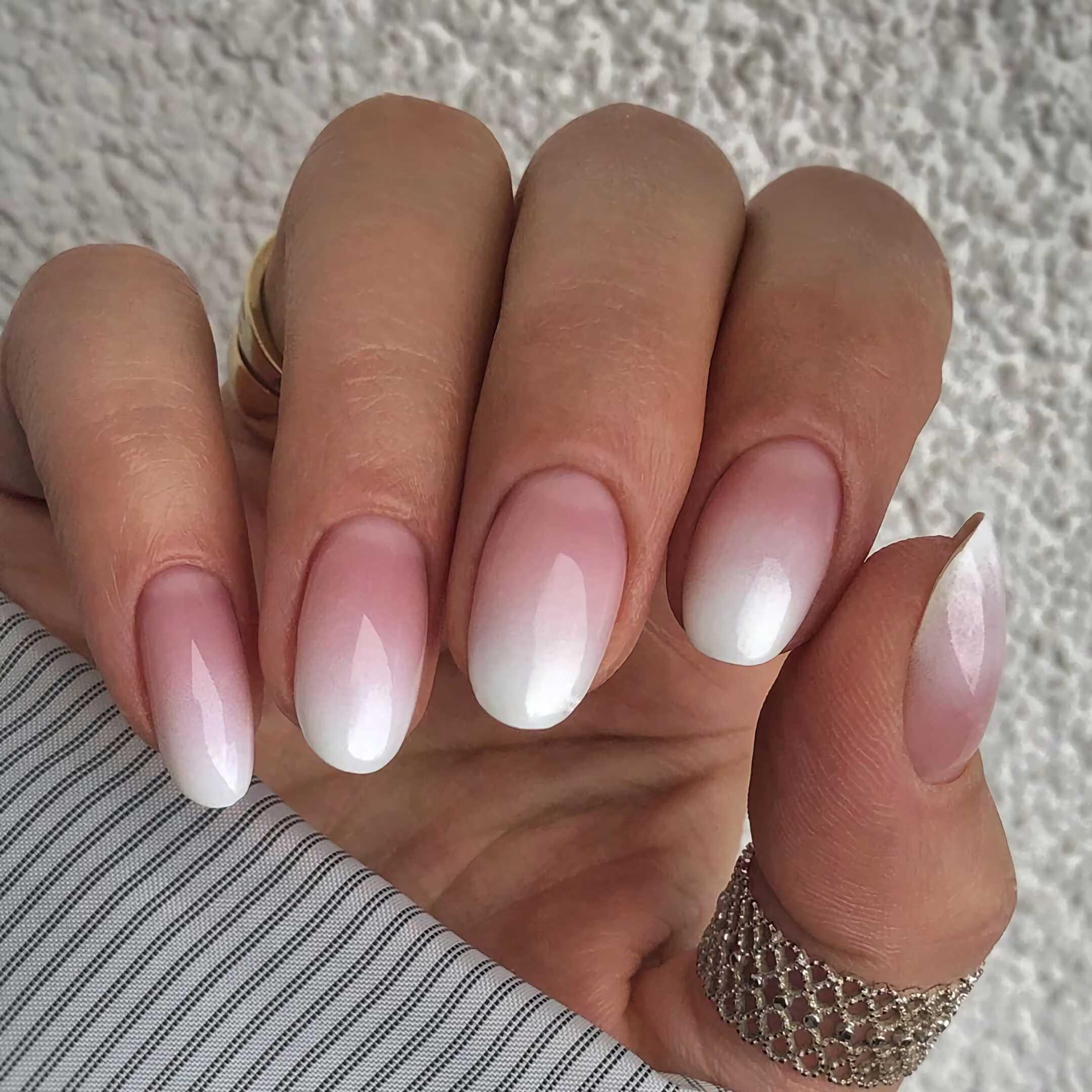 овальные ногти с омбре