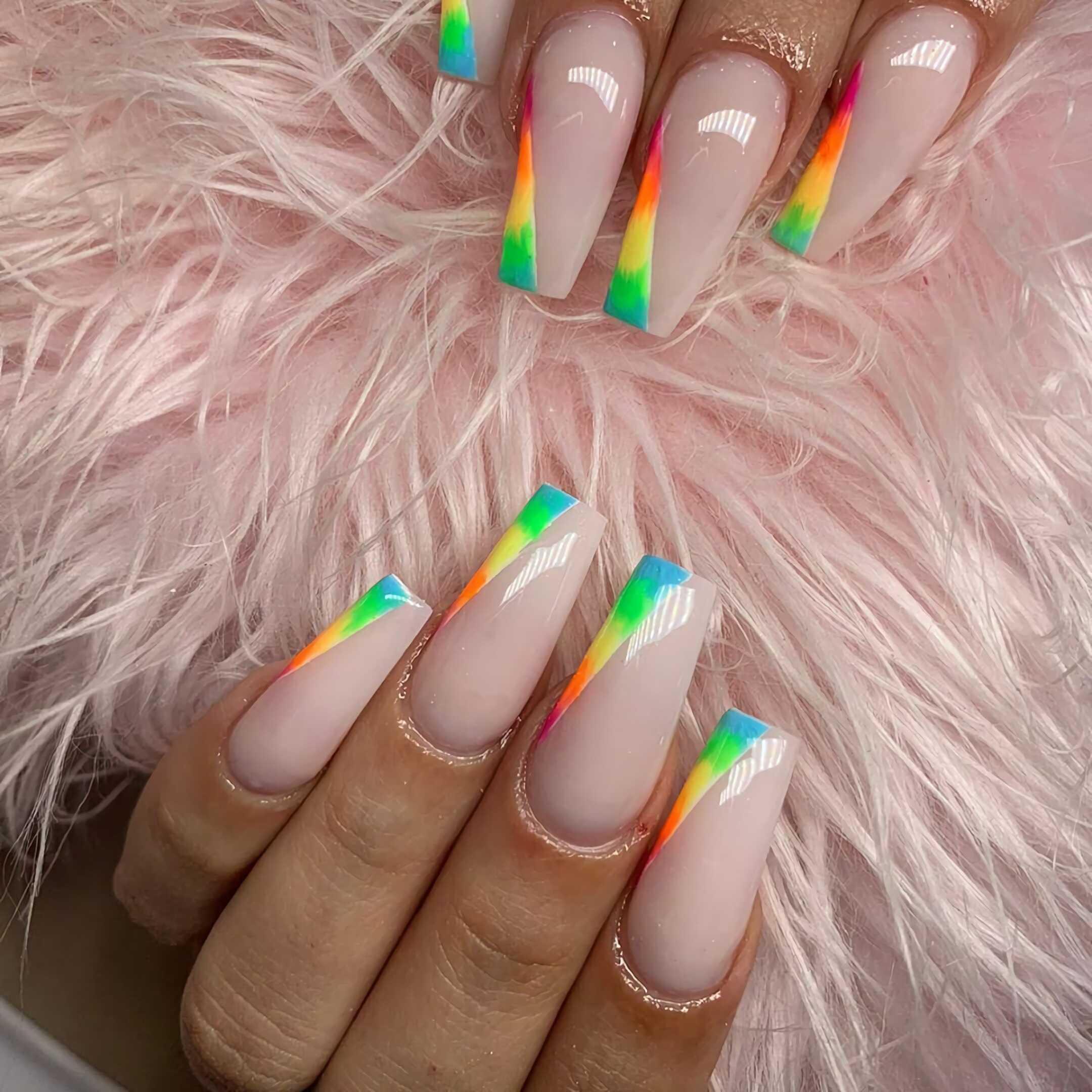 разноцветные ногти в форме балерина