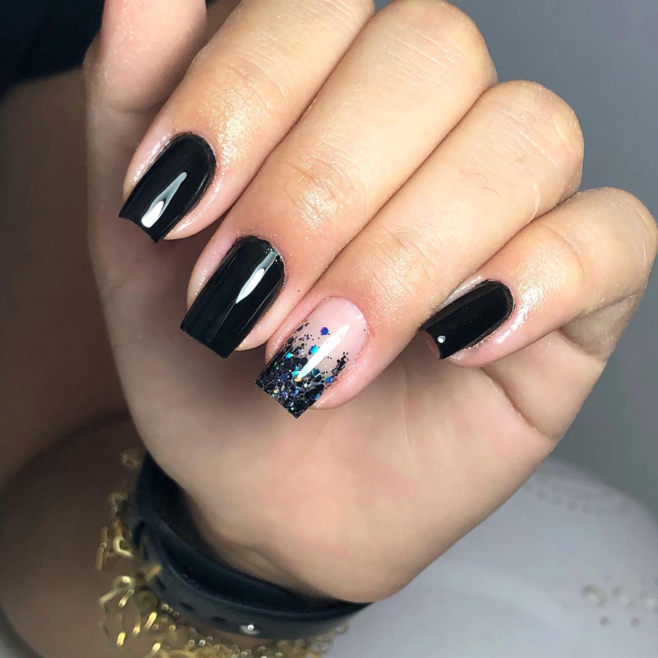 модные черный ногти