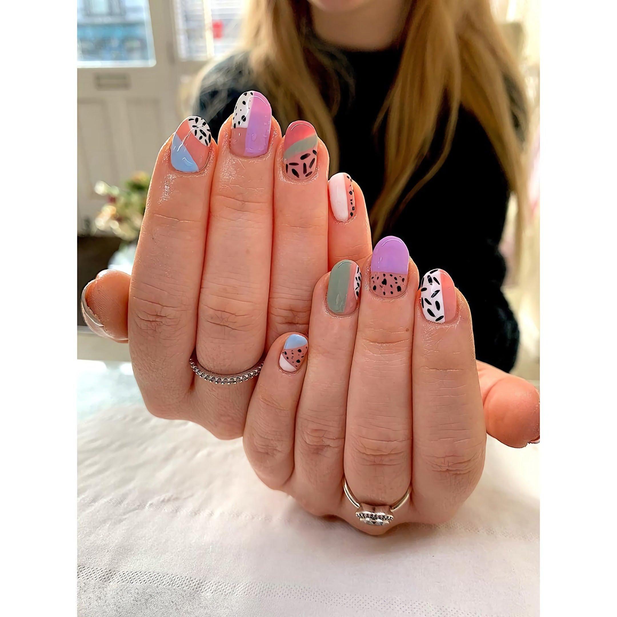 модные круглые ногти с принтом животных