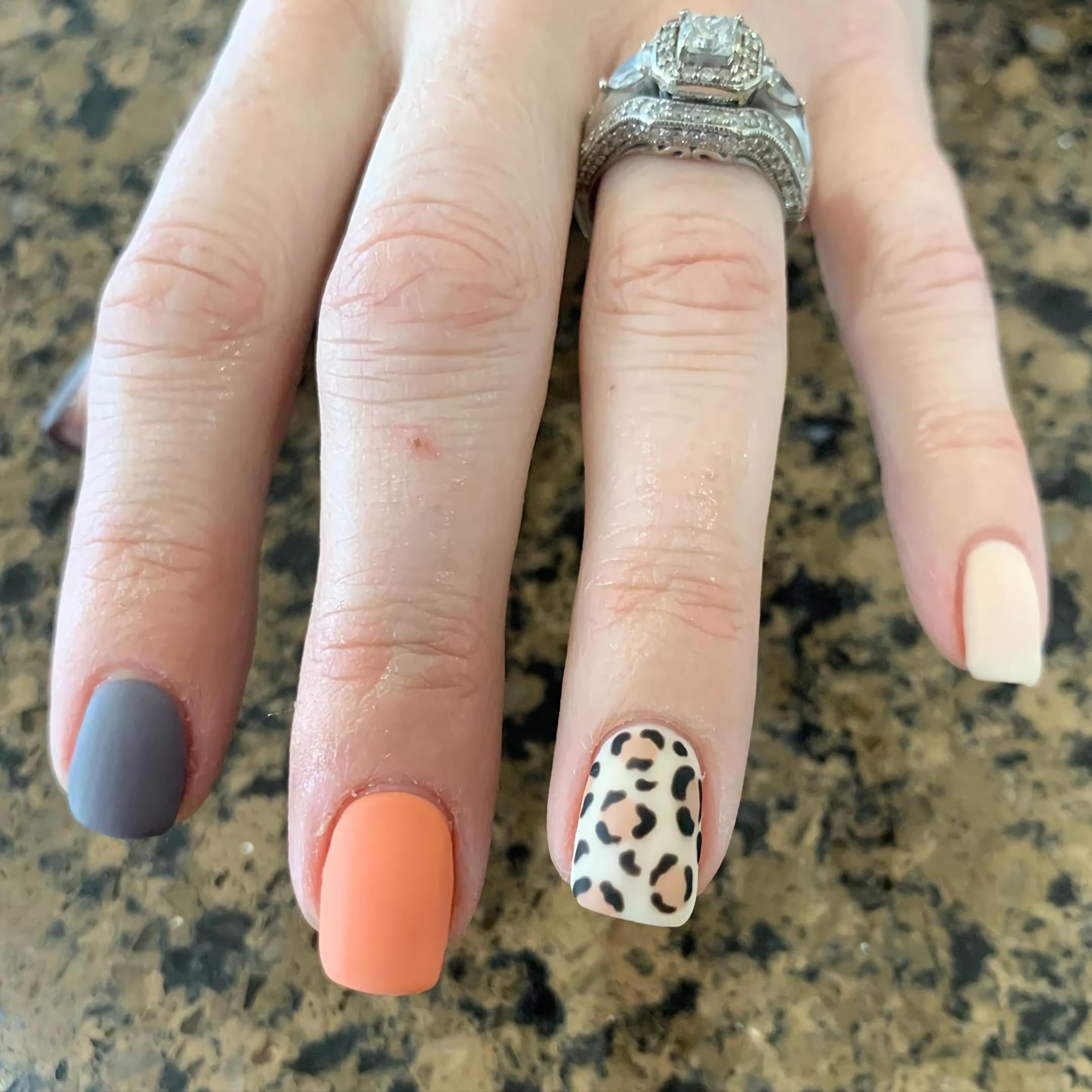 леопардовые короткие ногти