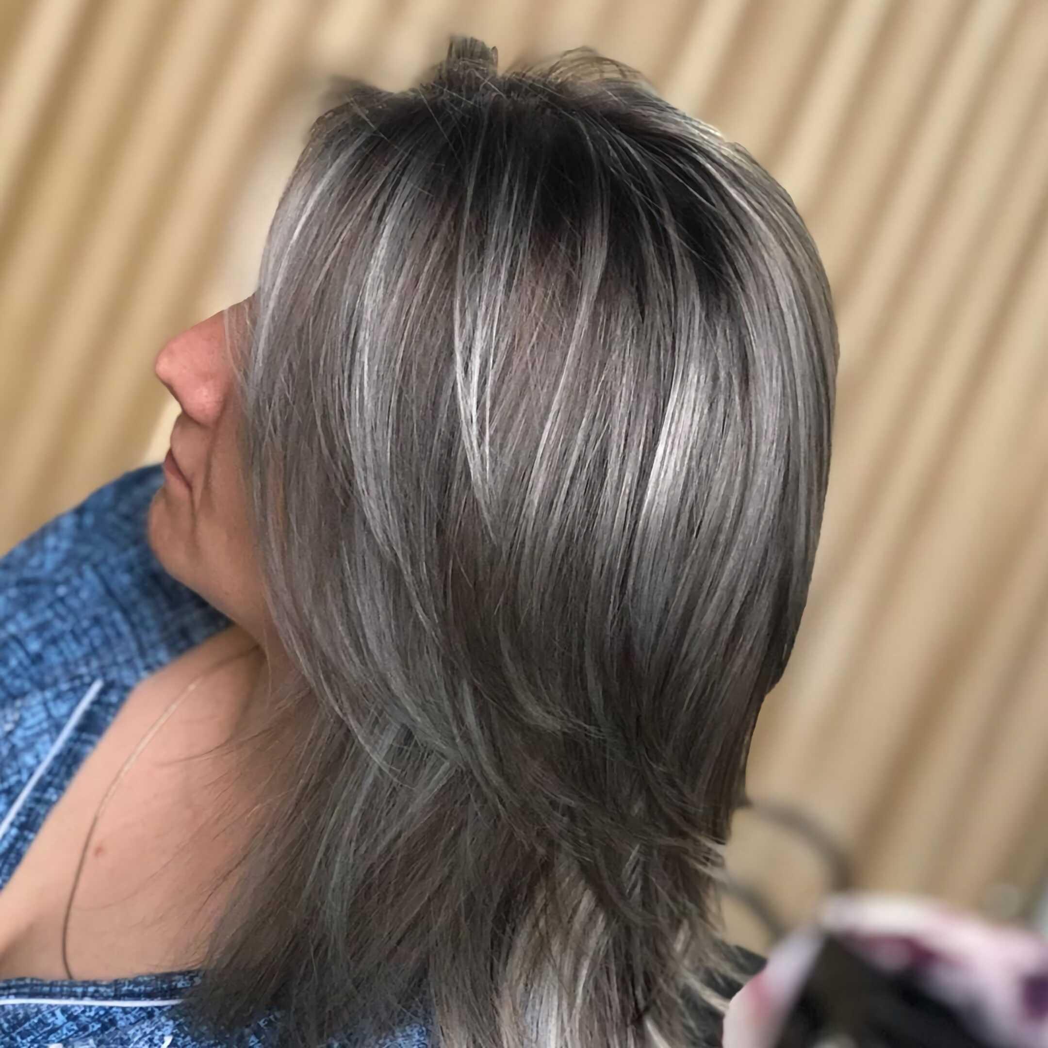 пепельная стрижка лесенка для пепельных волос